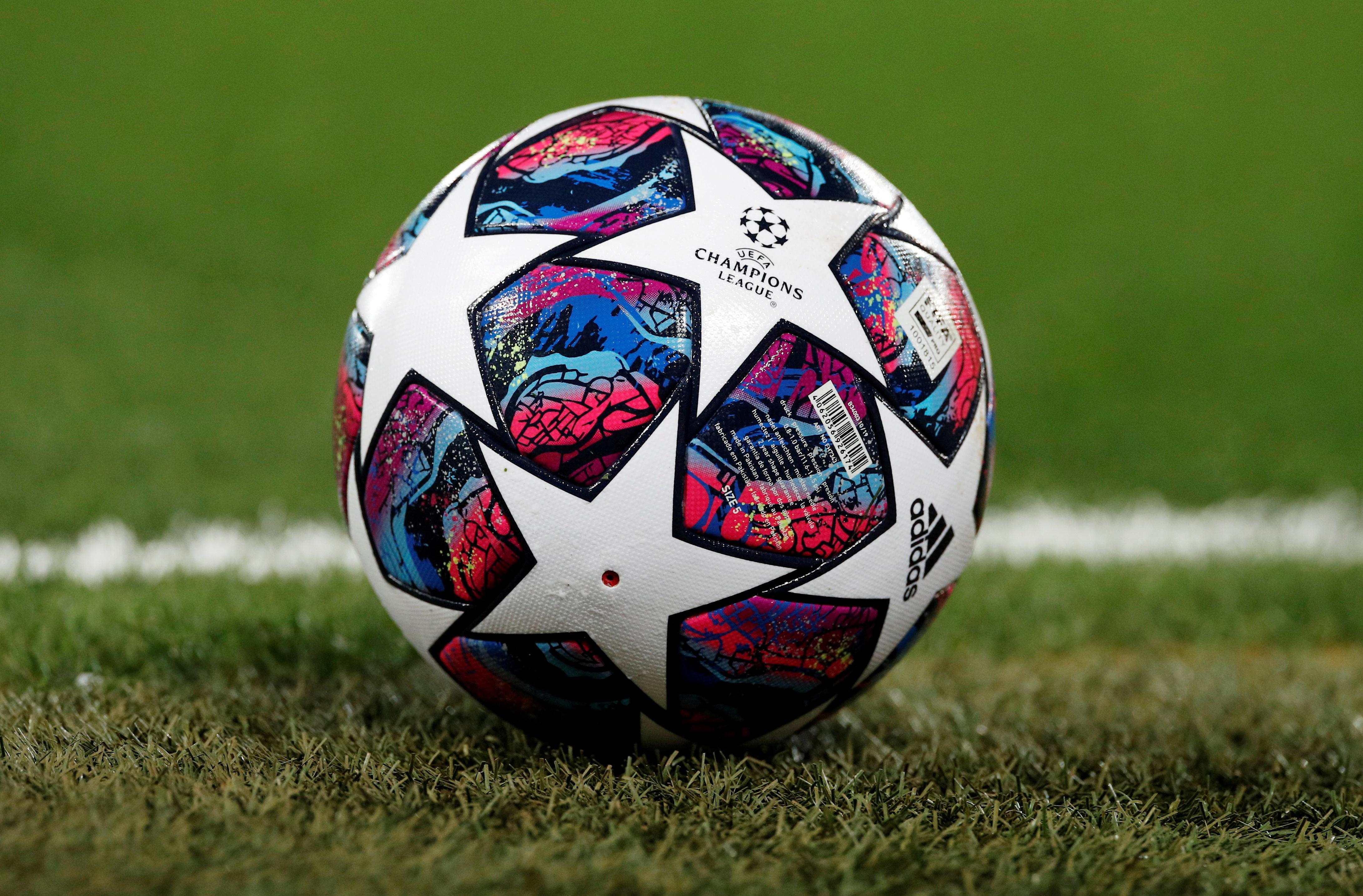 La UEFA hizo oficial el regreso de la Champions y la Europa League: dónde y  cuándo se jugarán los torneos en plena pandemia - Infobae
