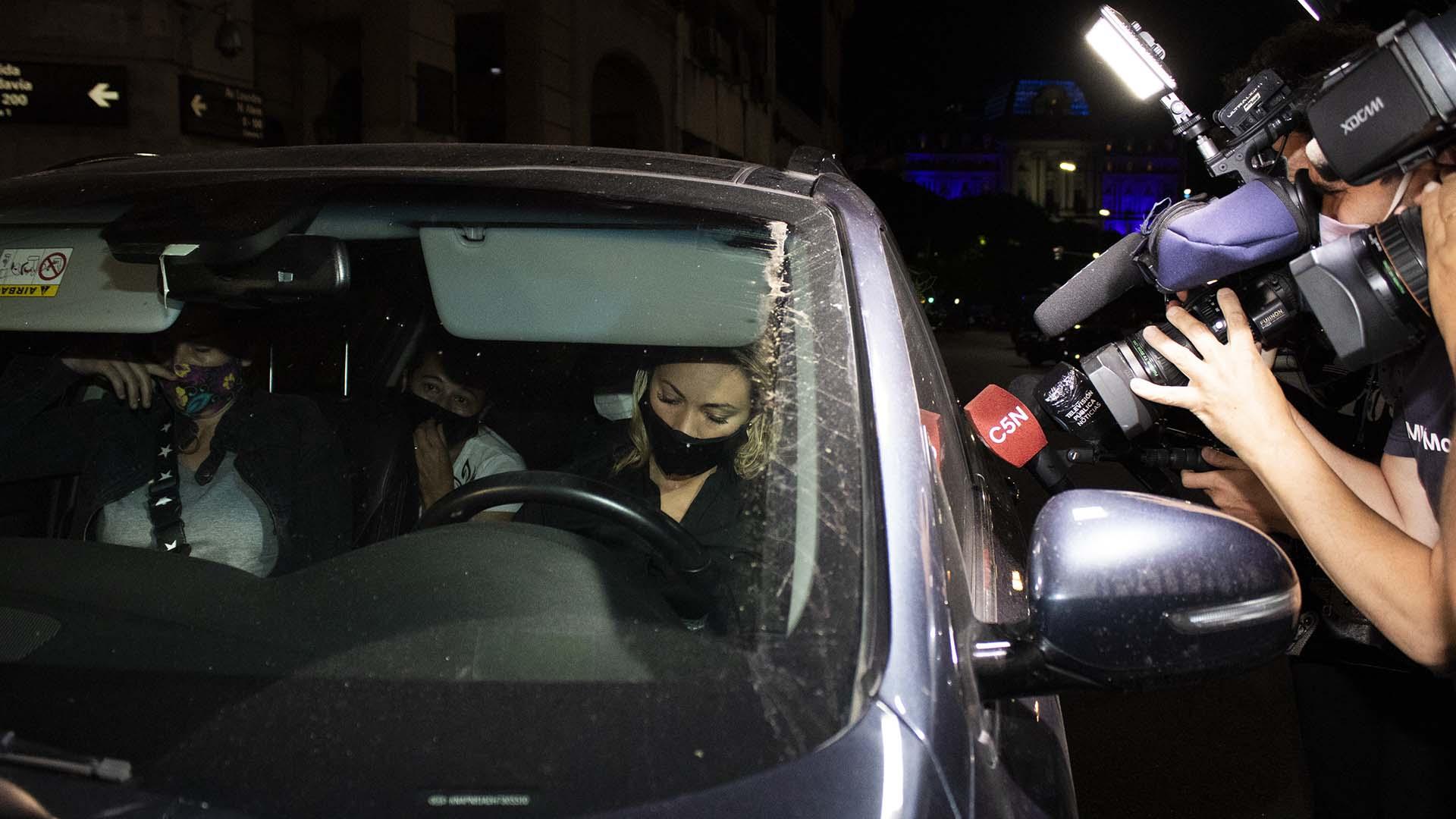 Pasadas las 4.30 de la madrugada, la última pareja de Diego se retiró en su auto