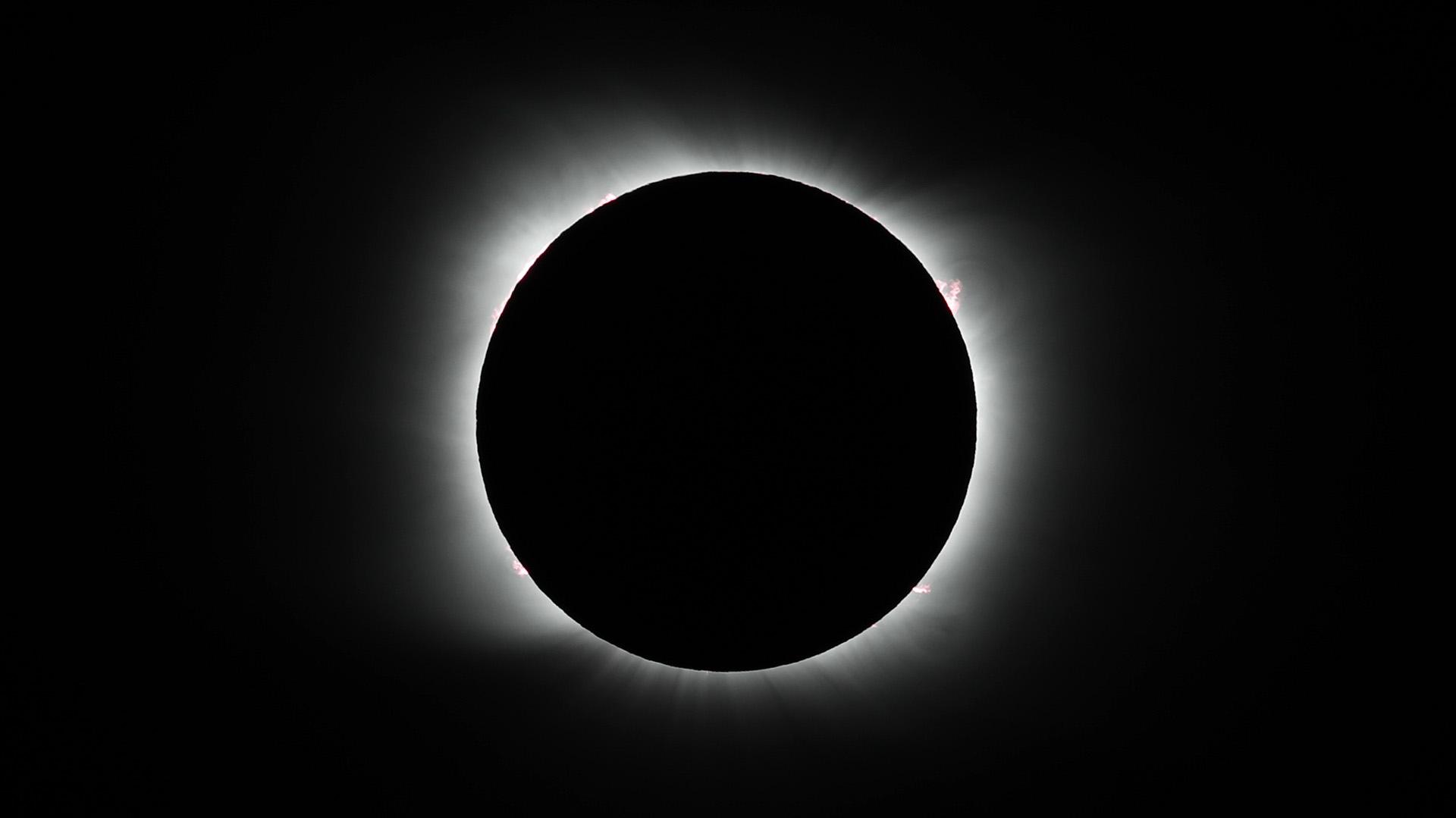 Un eclipse solar que pudo ser especialmente apreciado desde la Argentina y Chile maravilló al sur del continente americano