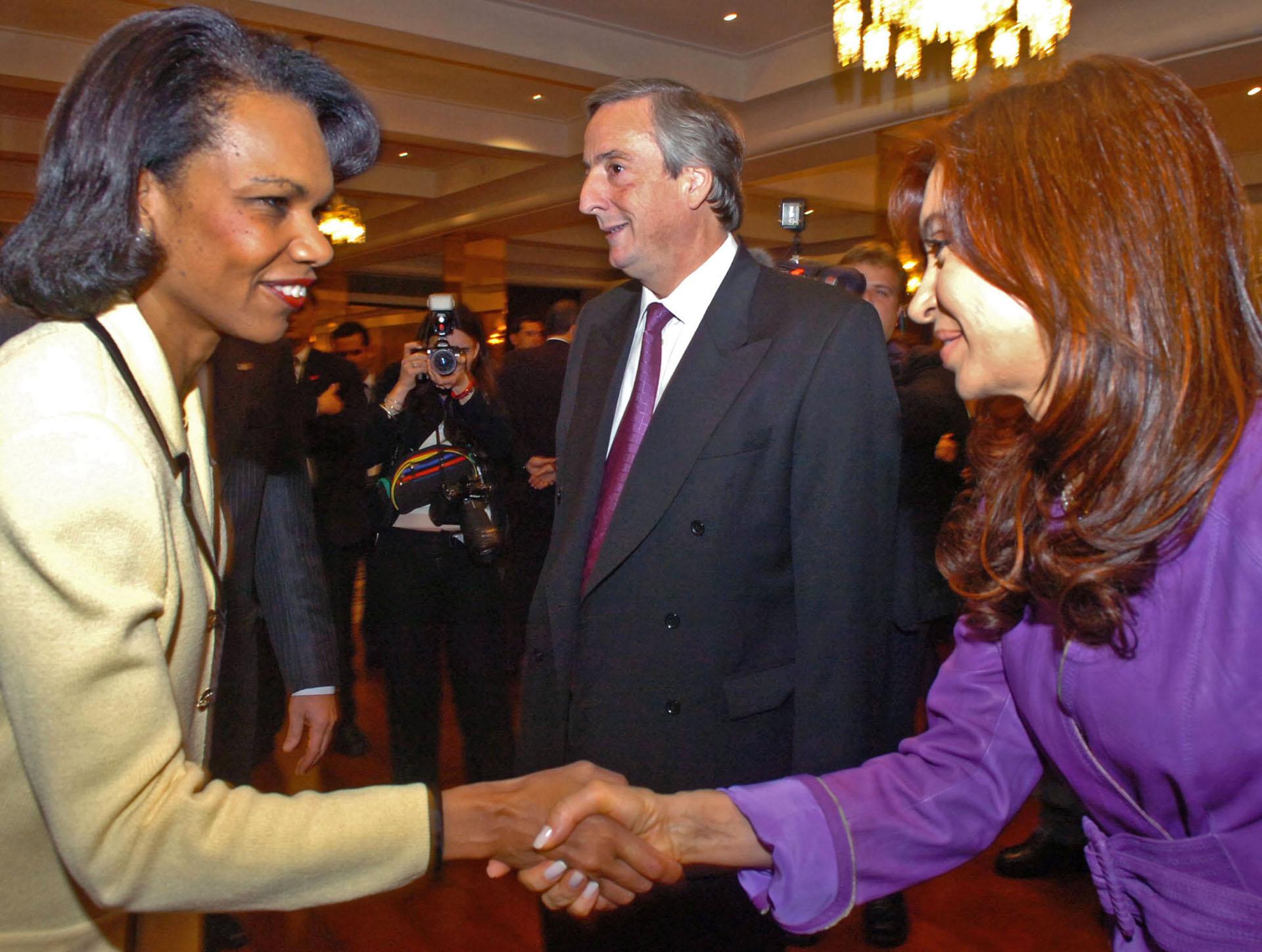 Cristina Fernández de Kirchner saluda a Condoleeza Rice, Secretaria de Estado de EEUU