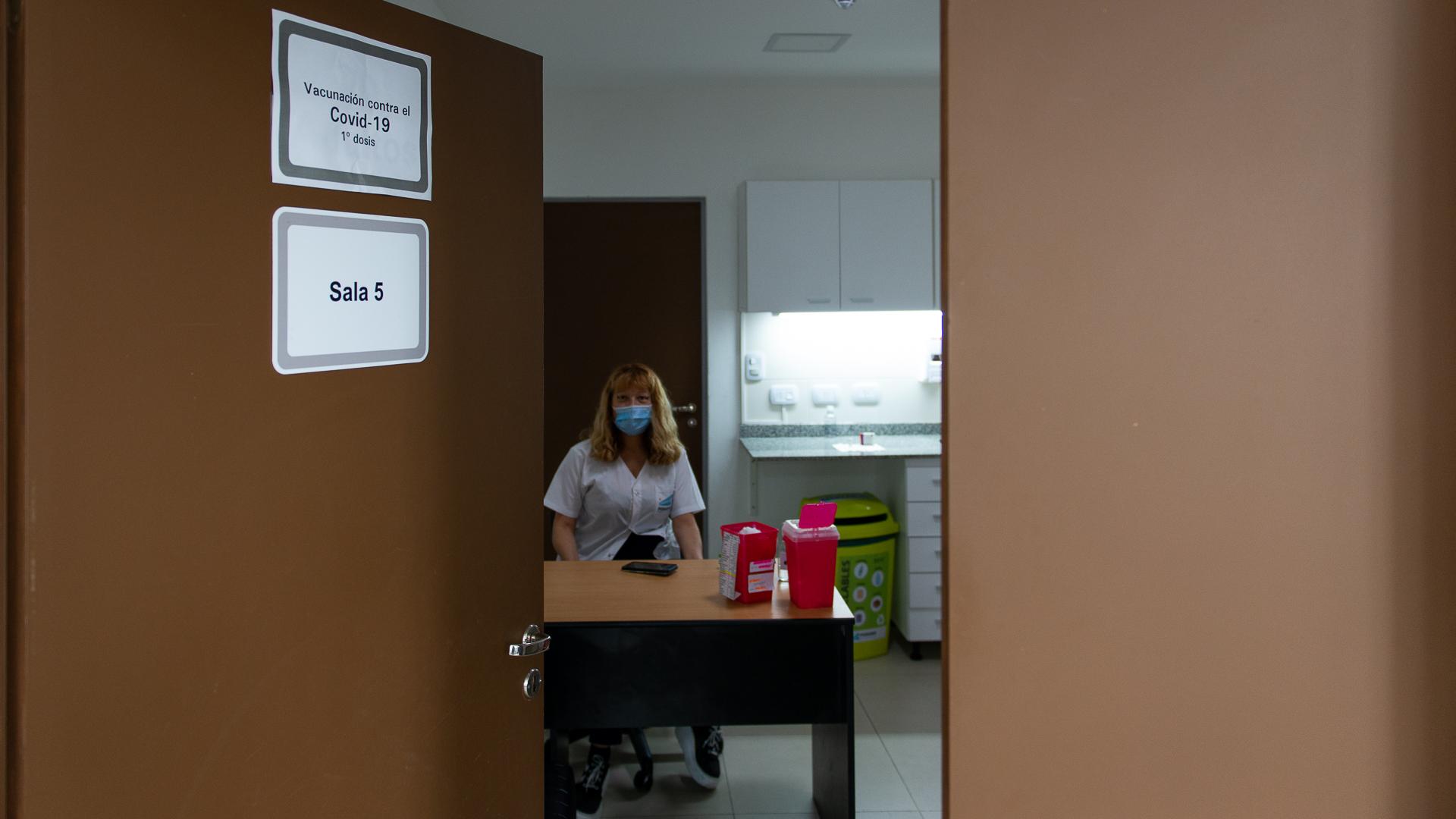Los trabajadores de la salud que estuvieron a cargo del proceso nunca supieron a quiénes iban a vacunar. La decisión fue política por parte del Ministerio de Salud