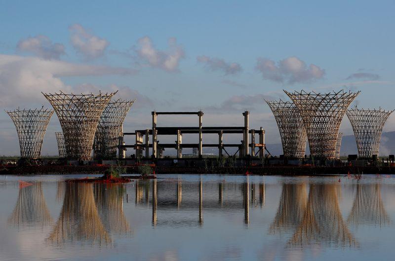Parte del trabajo de Echeverría es convencer a los habitantes de la capital de que vale la pena visitar los humedales.