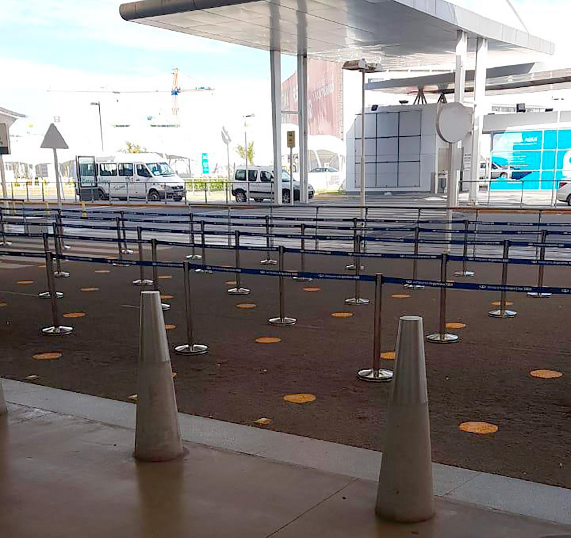 De ser necesario, las filas continuarán en el exterior tomando espacios de la vereda y lo que se conoce como