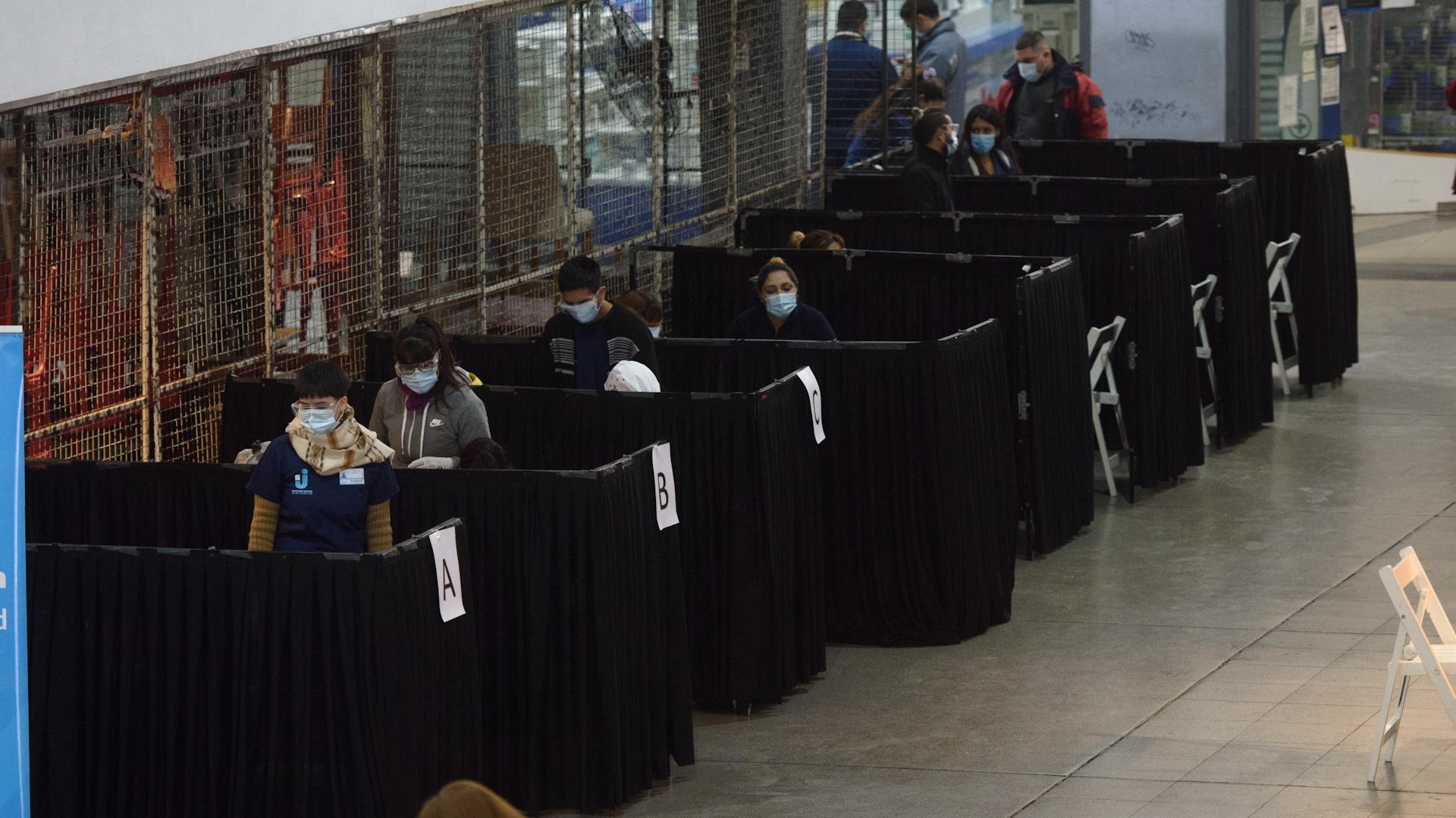 Los testeos serológicos se comenzaron a hacer en las grandes estaciones de tren: Retiro, Once (foto) y Constitución (Adrián Escandar)