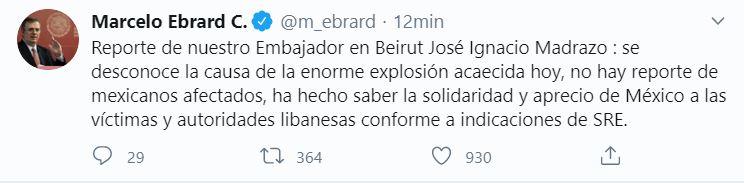 Los vídeos que circulan en redes sociales muestran una explosión y una gran columna de humo en la zona, previa a una segunda deflagración de mayor potencia. (Twitter: @m_ebrard)