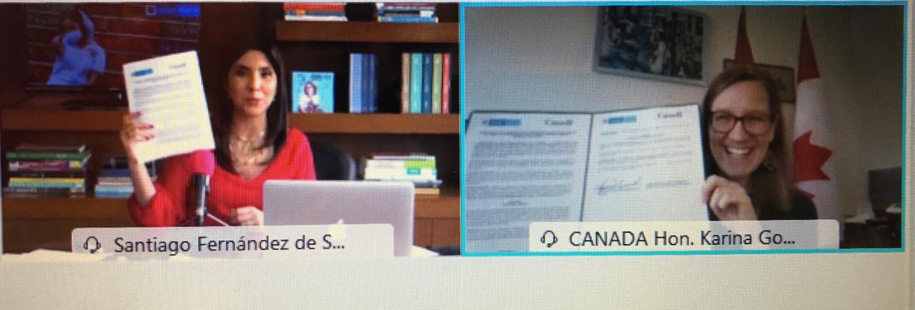 La ministra canadiense Karina Gould en conferencia con la ministra de Educación de Colombia, María Victoria Angulo.