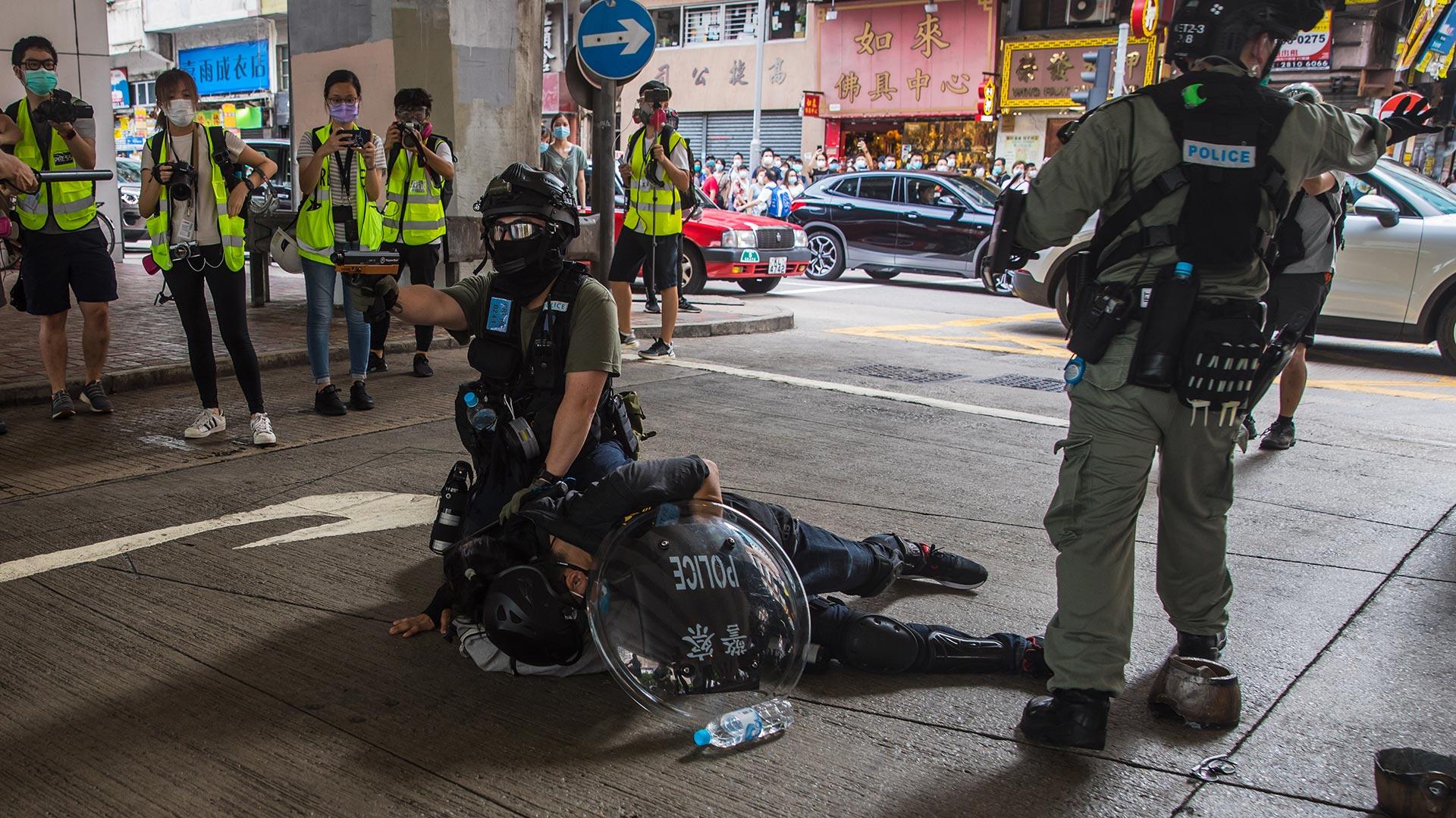 La Policía de Hong Kong anunció que desplegaría entre 3.000 y 5.000 policías ante la previsión de manifestaciones por el vigésimo tercer aniversario de la vuelta de la antigua colonia británica al dominio de China