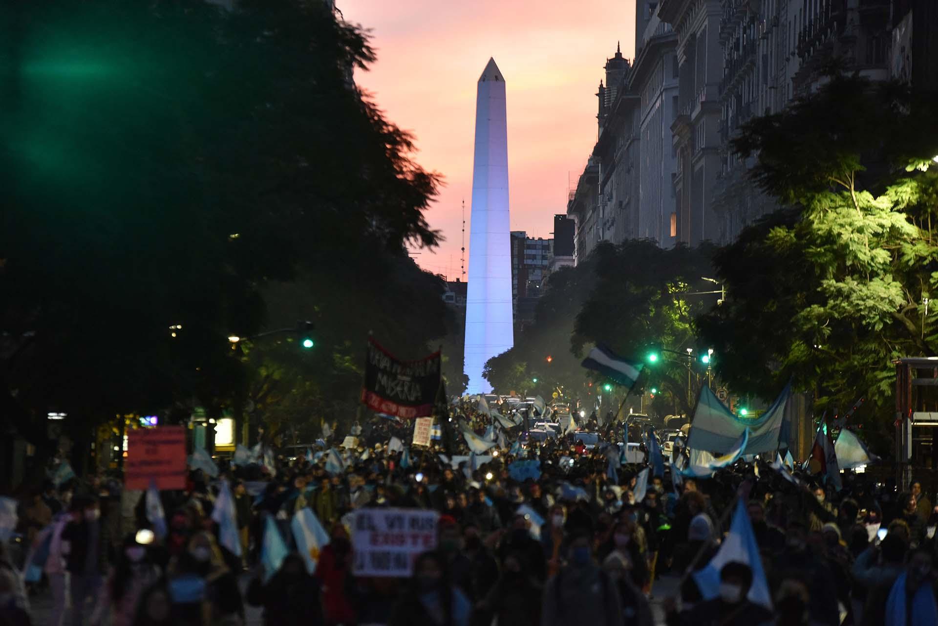 El 9 de Julio se realizó un multitudinario banderazo contra el Gobierno en diferentes puntos del país