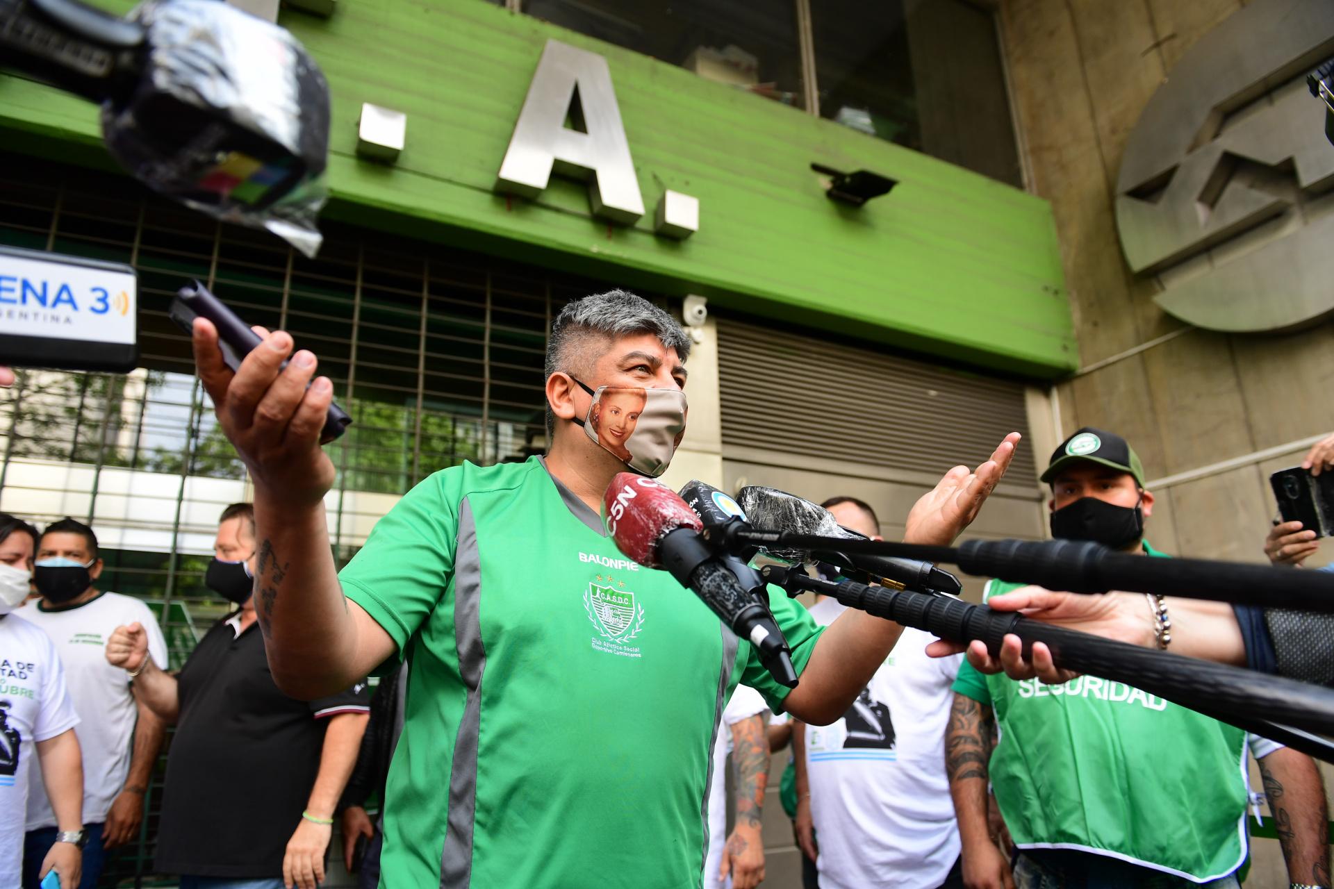 Pablo Moyano, titular de Camioneros, estuvo al frente de la caravana de la lealtad por la avenida 9 de Julio
