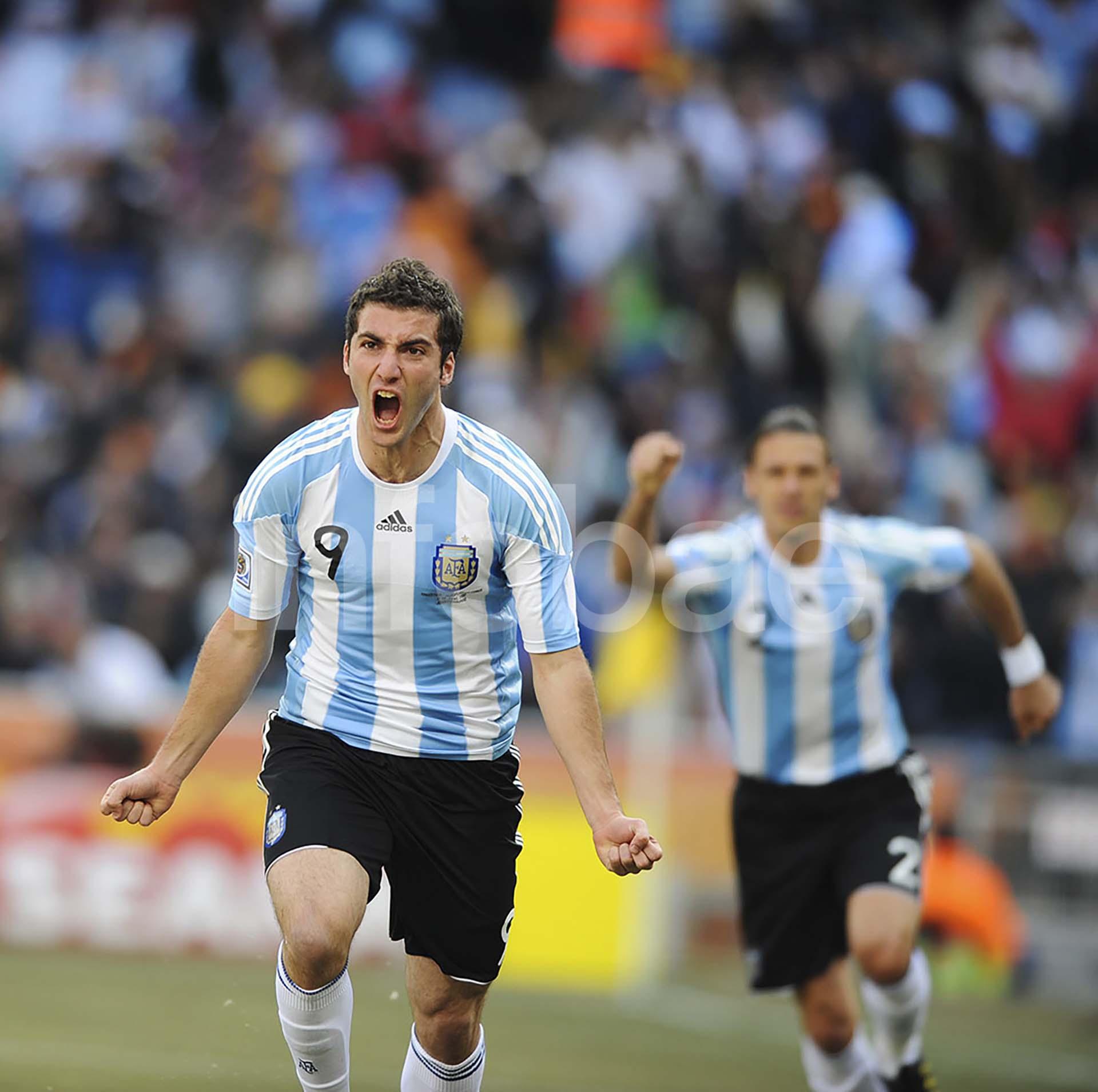 Gonzalo Higuaín celebra un gol para Argentina en el Mundial de Sudáfrica 2010