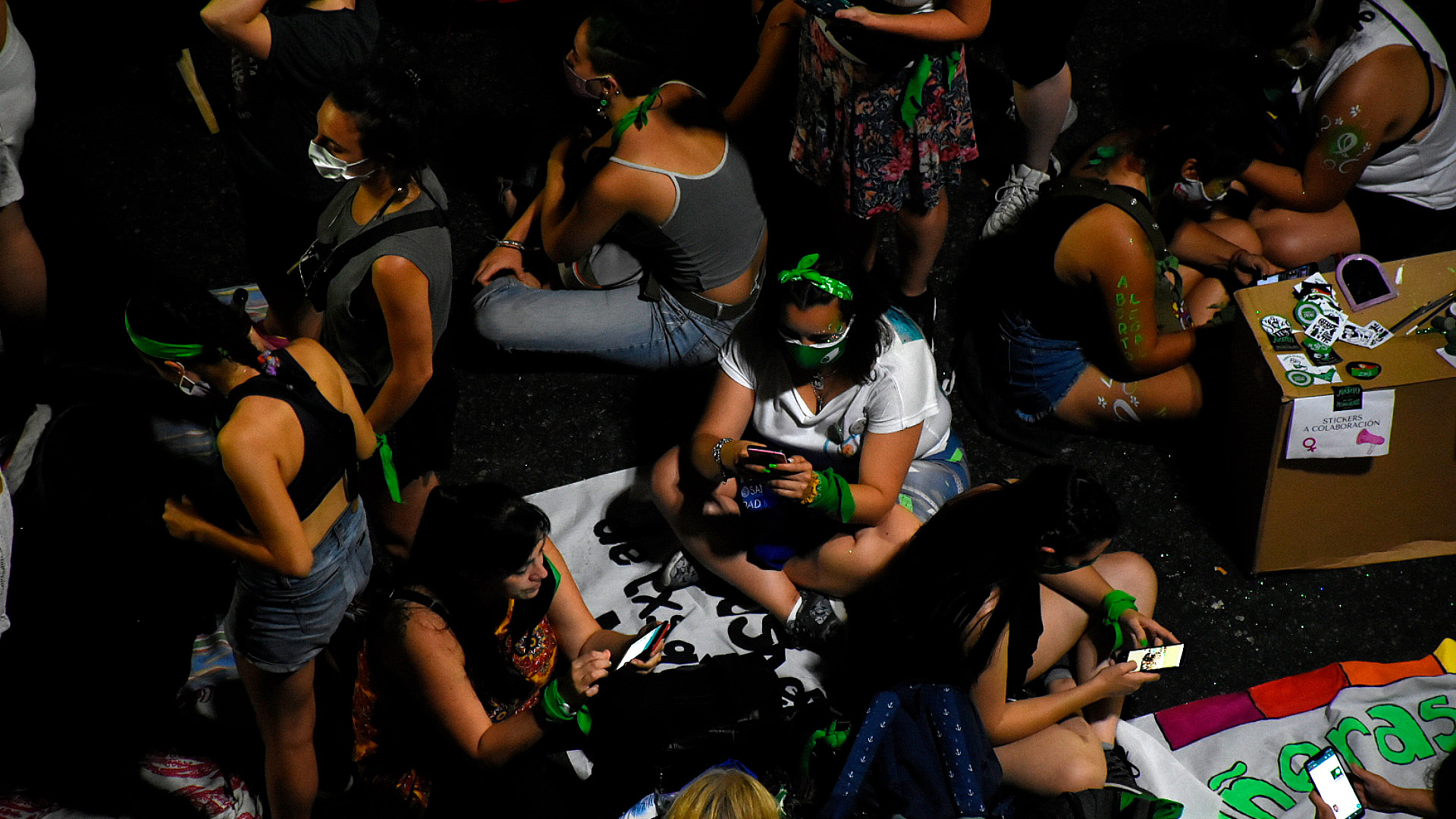Con esperanza pero con prudencia, el sector verde se prepara para una larga noche de espera por el aborto legal