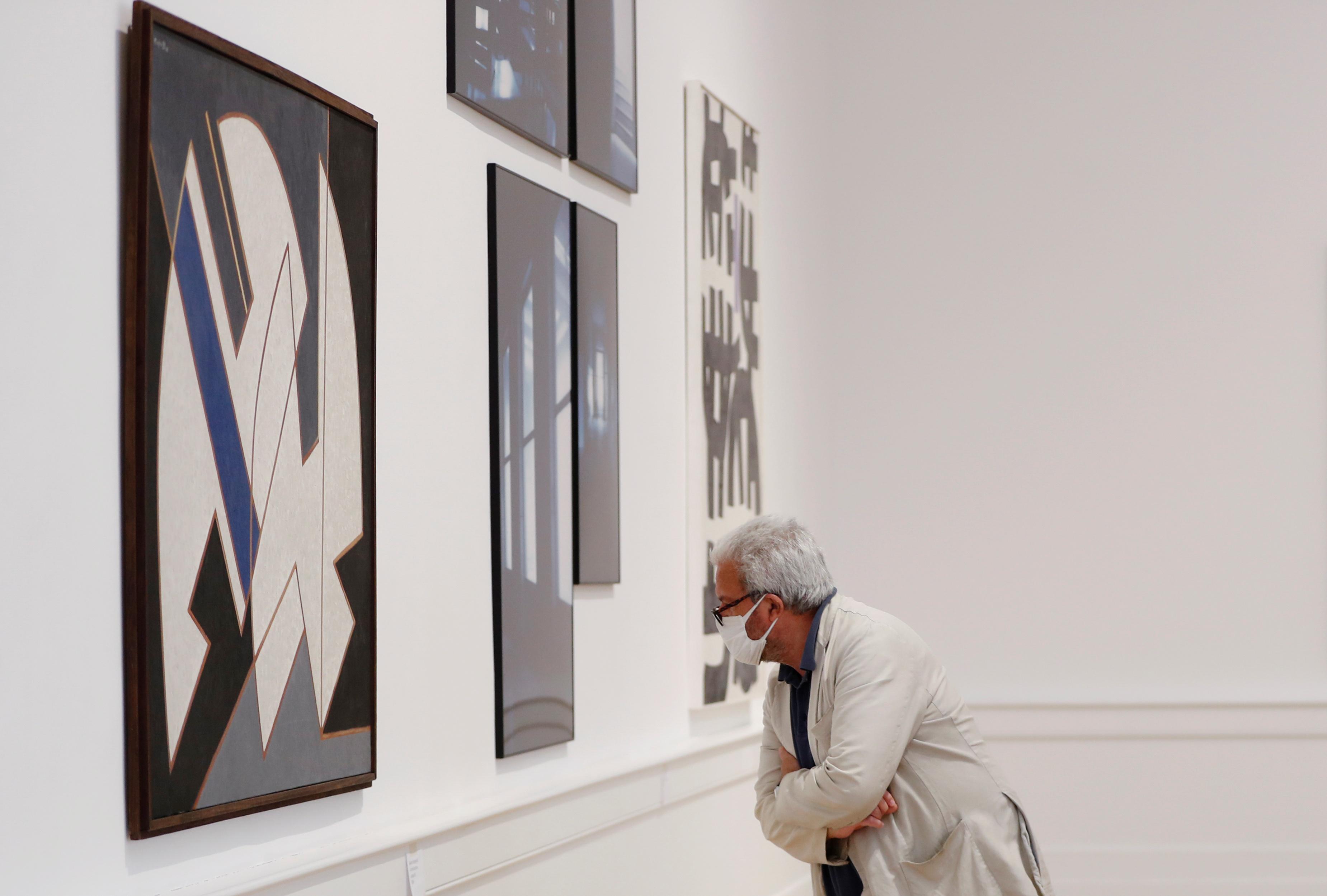 Un hombre en la Galería Nacional de Arte Moderno y Contemporáneo de Roma (Reuters/ Yara Nardi)
