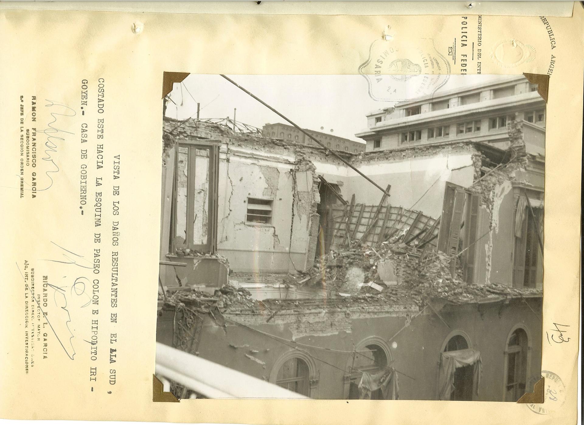 Destrucción de la casa de gobierno. La aviación Naval bombardeó la Plaza de Mayo.