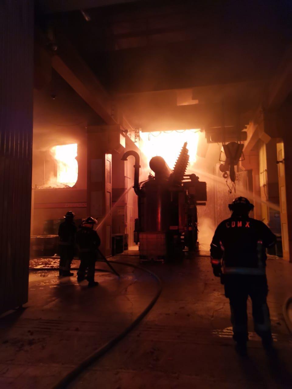 9 de enero 2021. Ciudad de México. Un incendio se registró en el Centro de Control del Metro ubicado en la calle de Delicias durante la madrugada de este sábado.