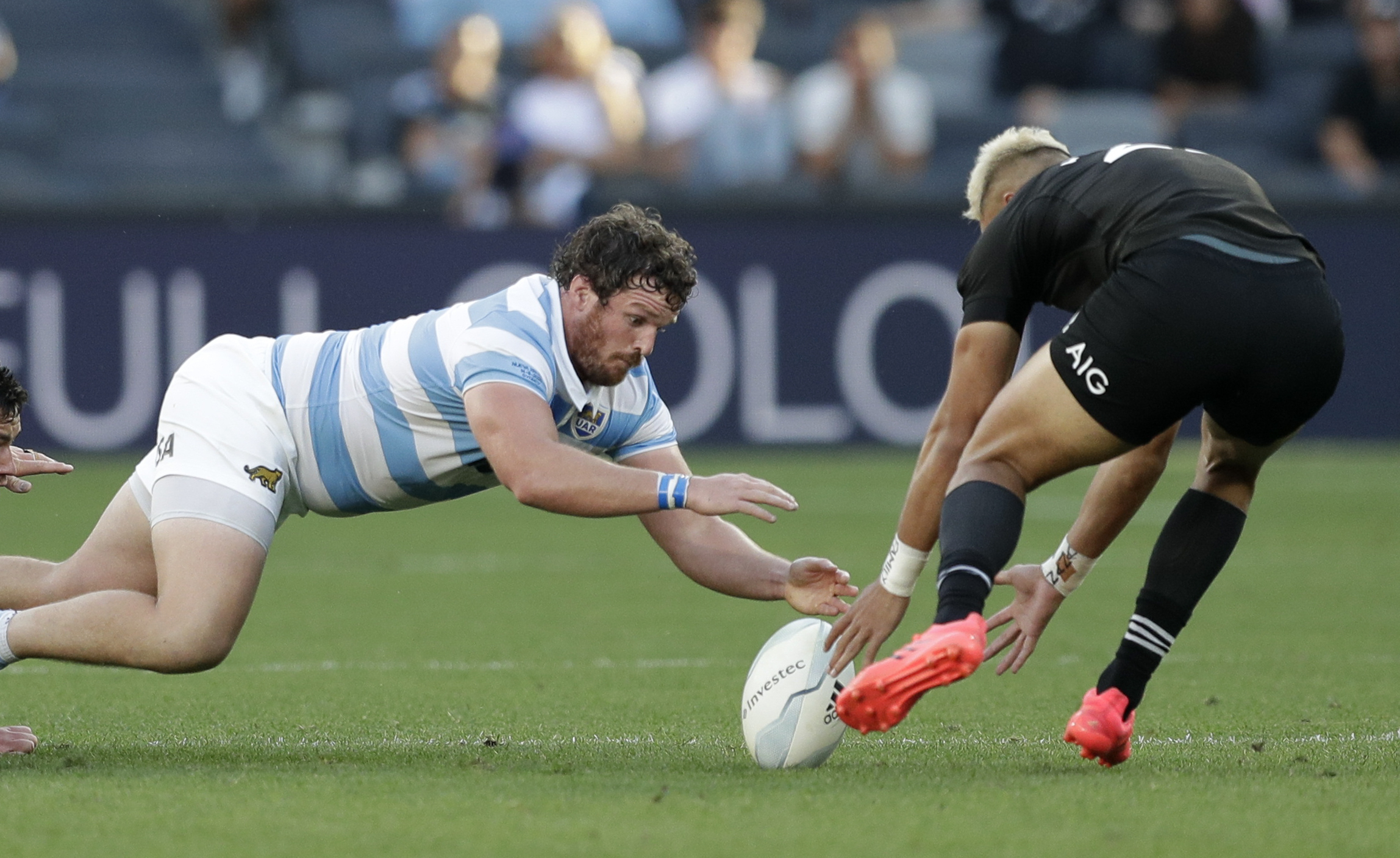 Con intensidad y orden, el conjunto argentino dominó prácticamente todo el desarrollo del juego (AP Photo/Rick Rycroft)
