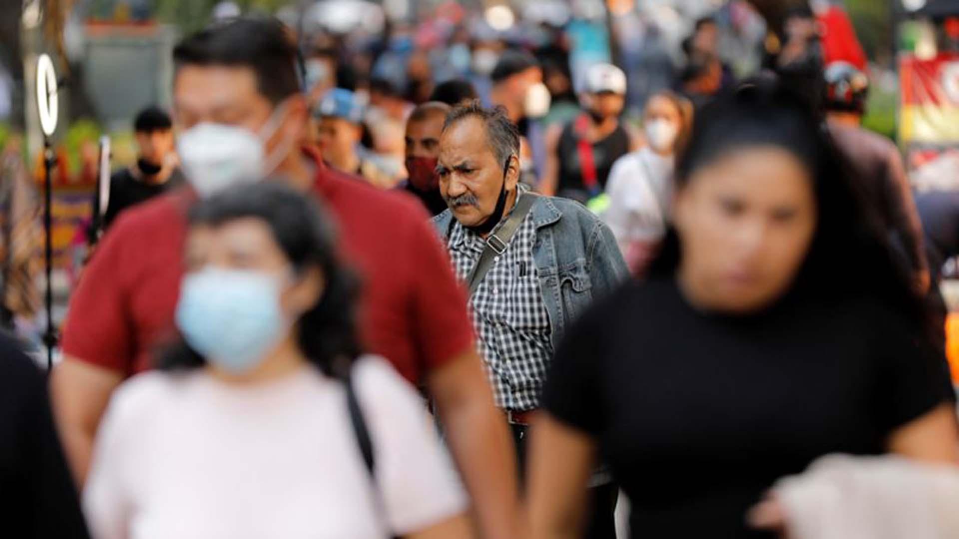 Reportan el primer caso doble de coronavirus e influenza AH1N1 en una misma paciente en México