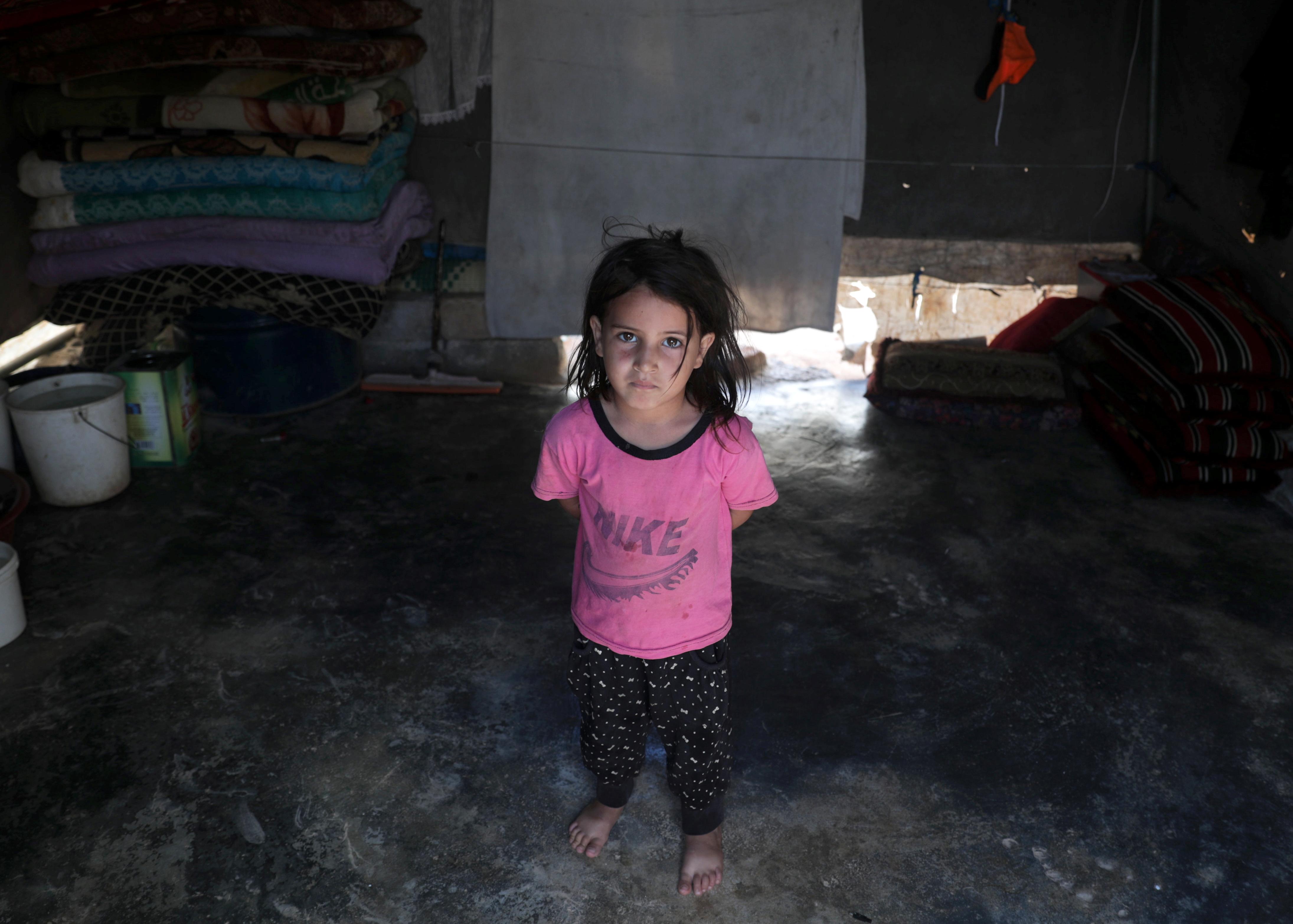 Mariam al-Mohamad, una niña refugiada de cuatro años en el campo de Atmeh. El fotógrafo ilustró cada uno de los nueve años de guerra con la simple imagen de un niño desplazado por el conflicto (REUTERS/Khalil Ashawi)