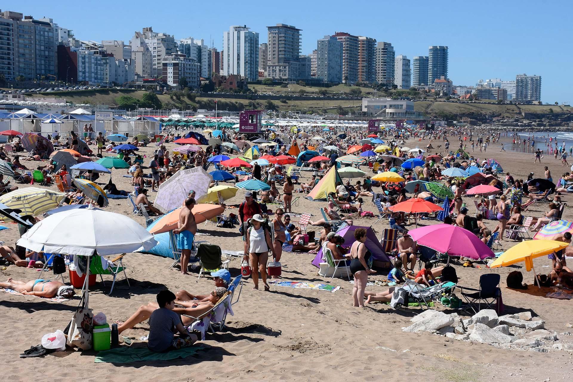 Una imagen del verano en Mar del Plata durante diciembre. Cerca de 130 mil personas disfrutaron del último fin de semana largo del año en La Feliz