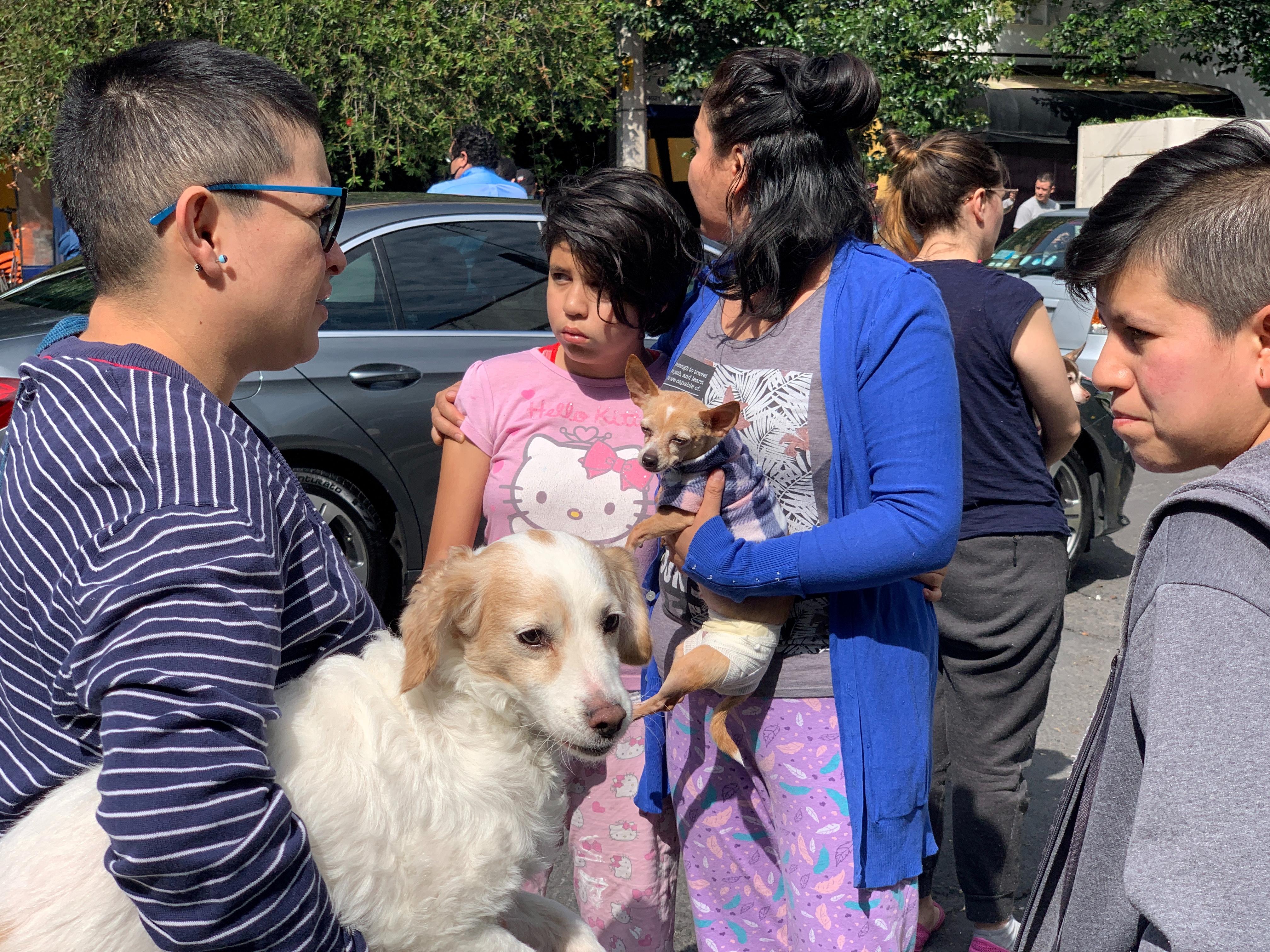 La gente reacciona después de un terremoto en la Ciudad de México, México, 23 de junio de 2020. Foto: REUTERS / Carlos Jasso