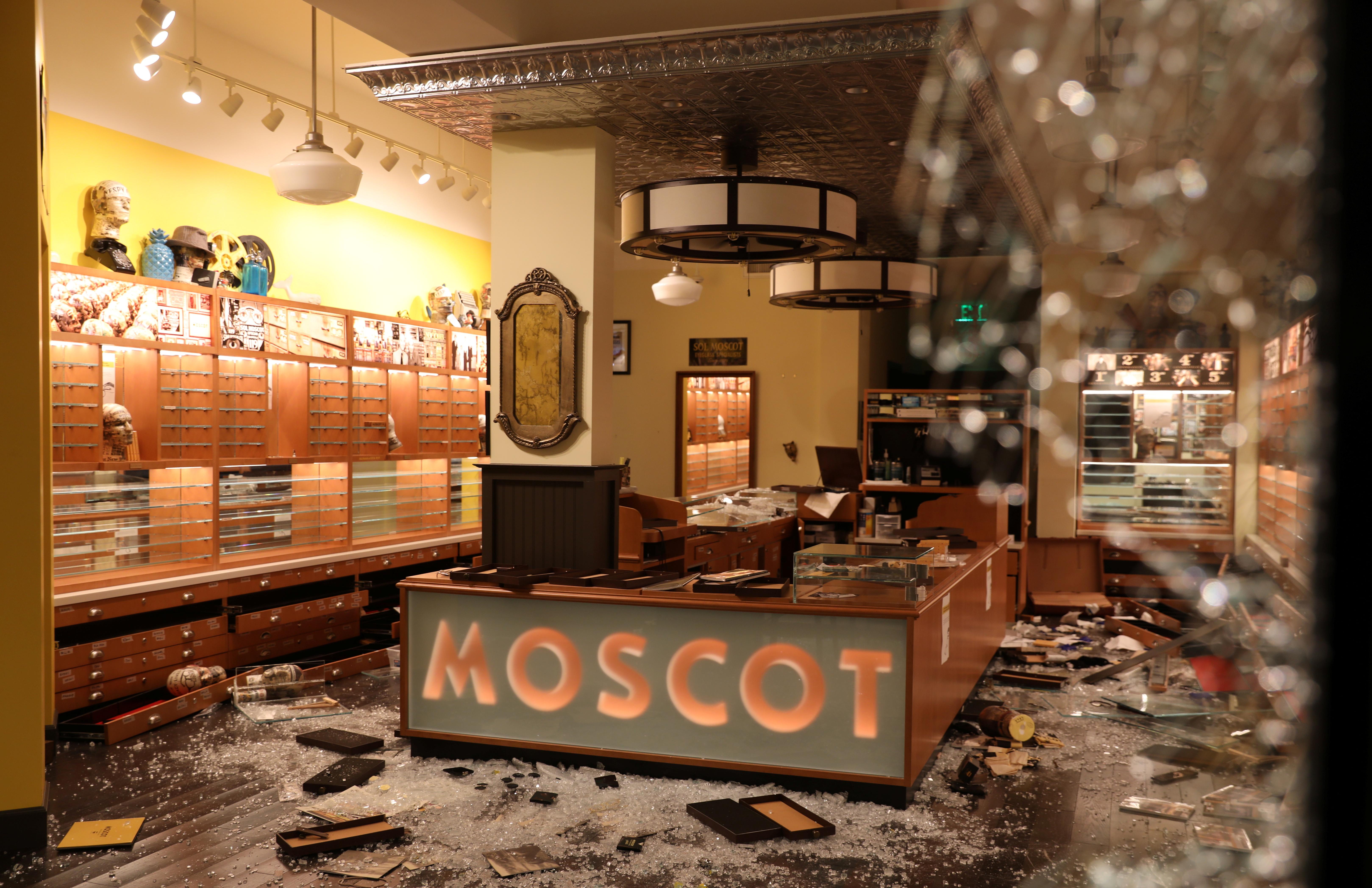 Una tienda saqueada en Los Angeles