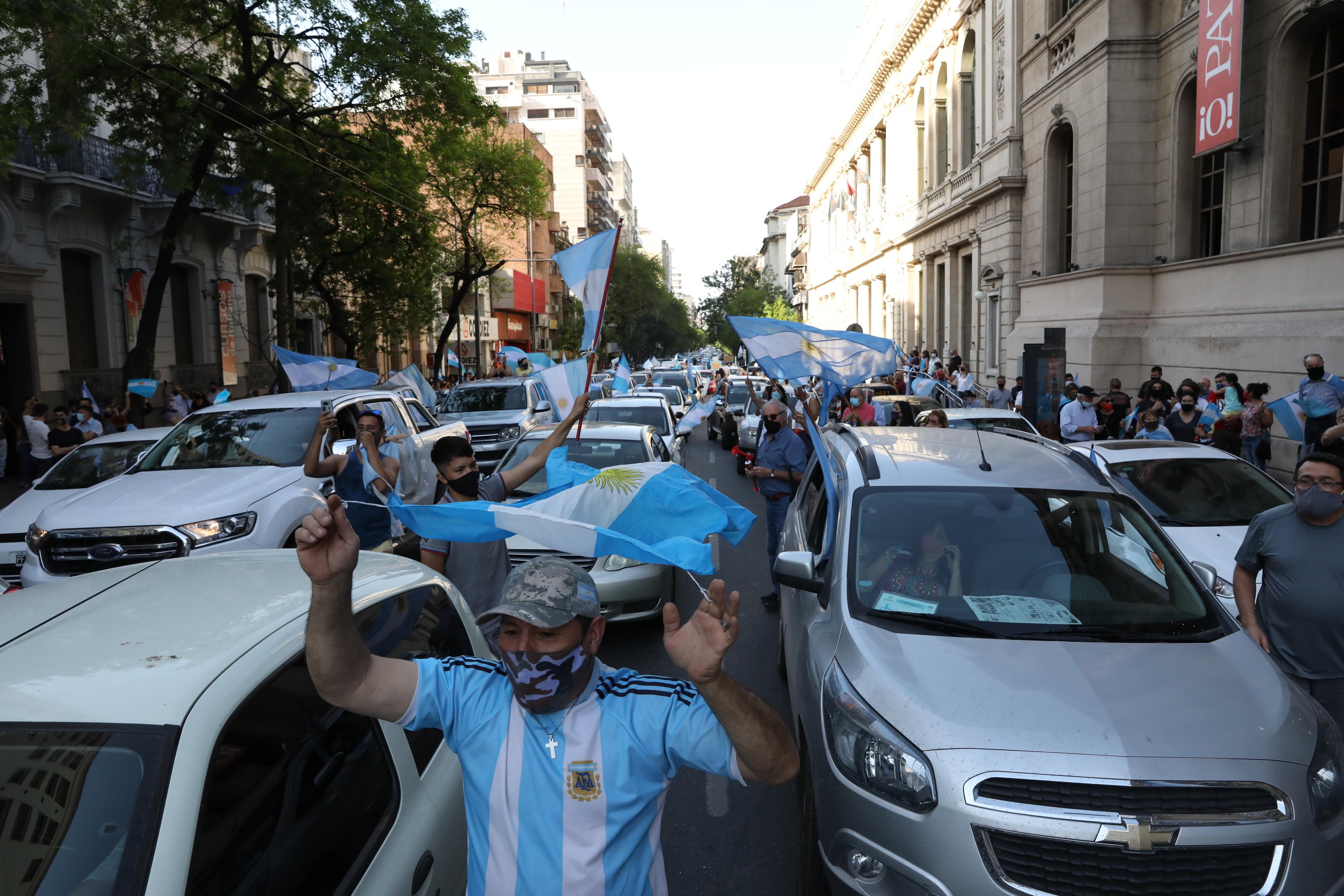 Muchos cordobeses salierons vestidos con remeras de la Selección Argentina o banderas