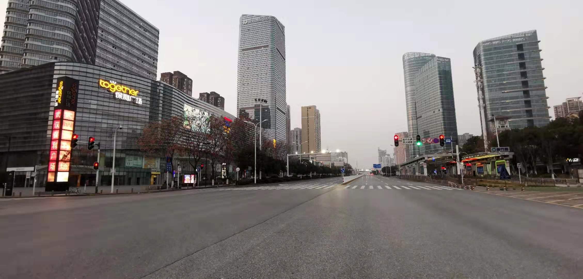 Vista general de calles desiertas en Wuhan (VLADIMIR MARKOV/via REUTERS)