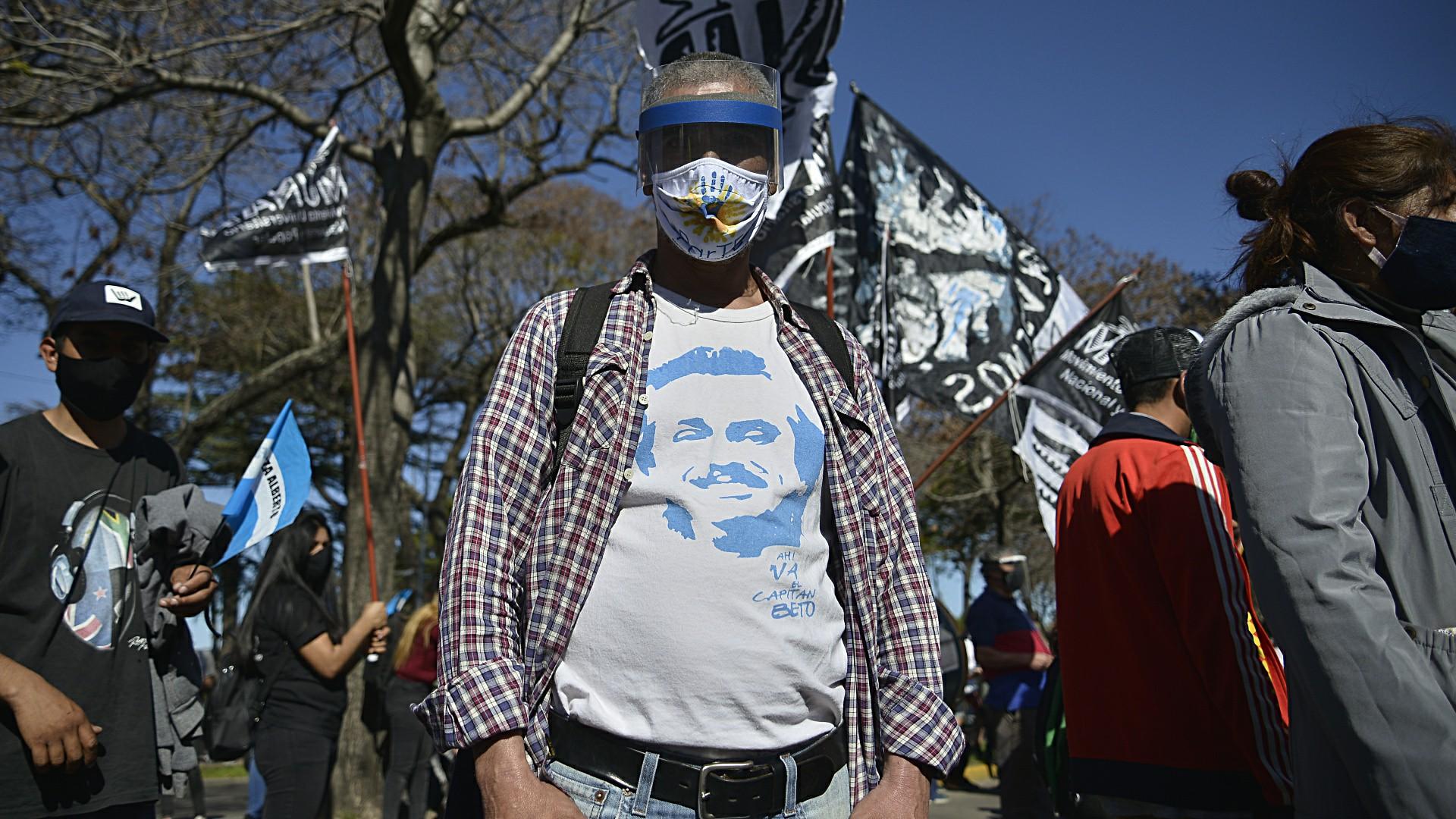 En Olivos se hicieron presentes militantes peronistas para realizar una contramarcha (Gustavo Gavotti)