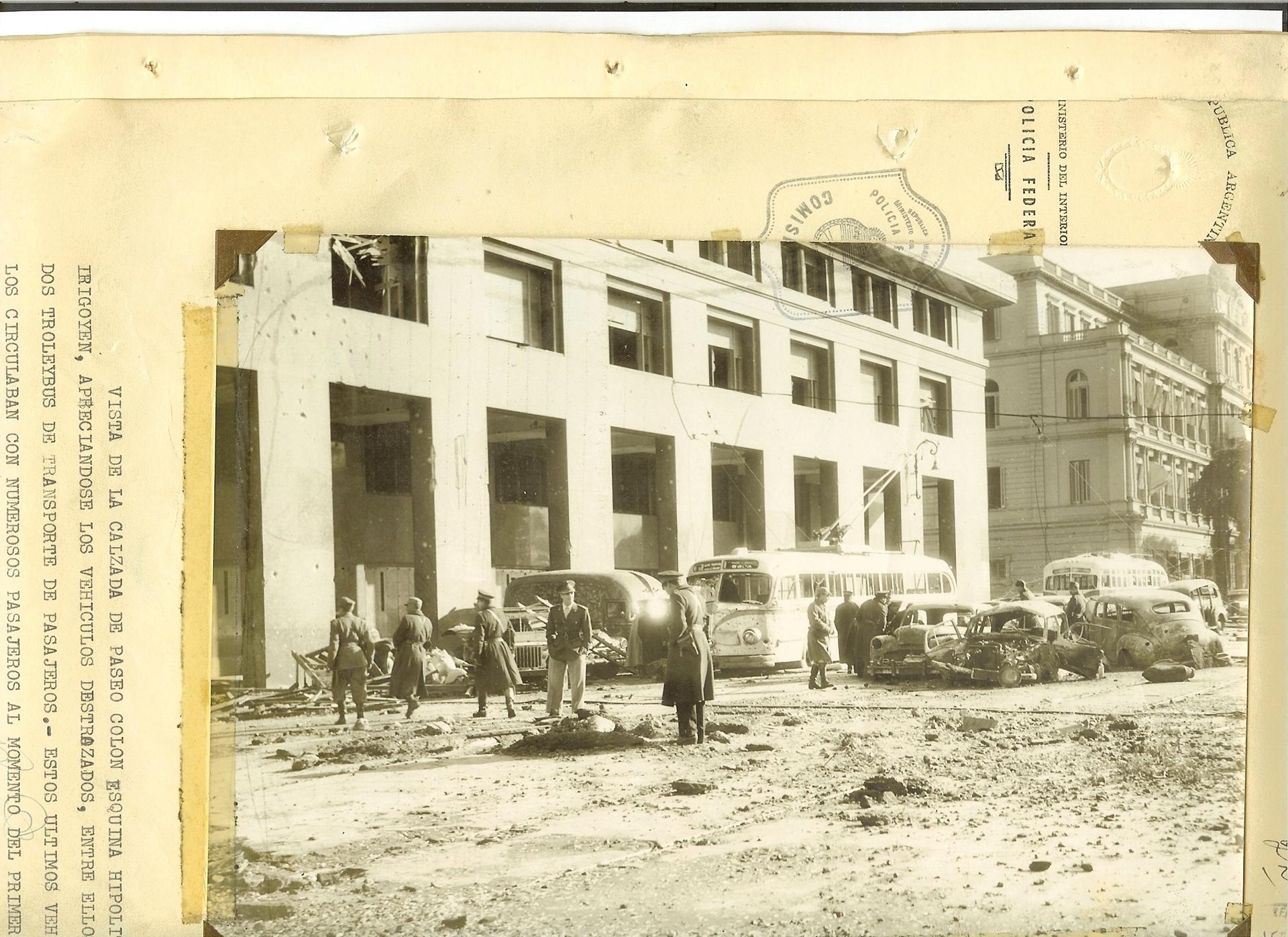 Paseo Colón e Hipólito Yrigoyen. Fotos aportadas por la Policía Federal al expediente judicial por los bombardeos de la Plaza de Mayo.