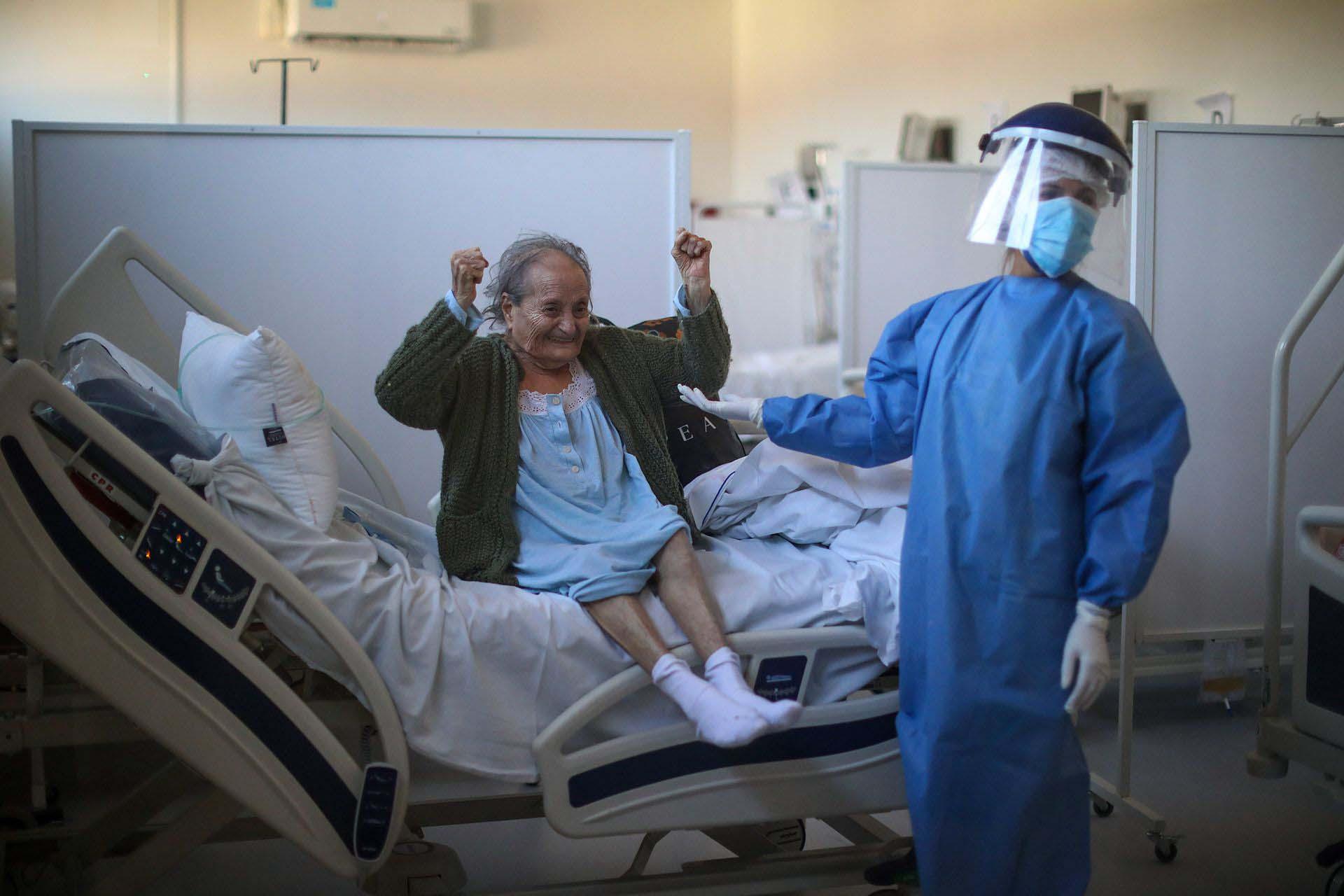Blanca Ortiz tiene 84 años y estuvo internada varias semanas en el Hospital Eurnekian de Ezeiza, en las afueras de Buenos Aires, El jueves 13 de agosto de 2020 recibió el alta tras haberse contagiado coronavirus