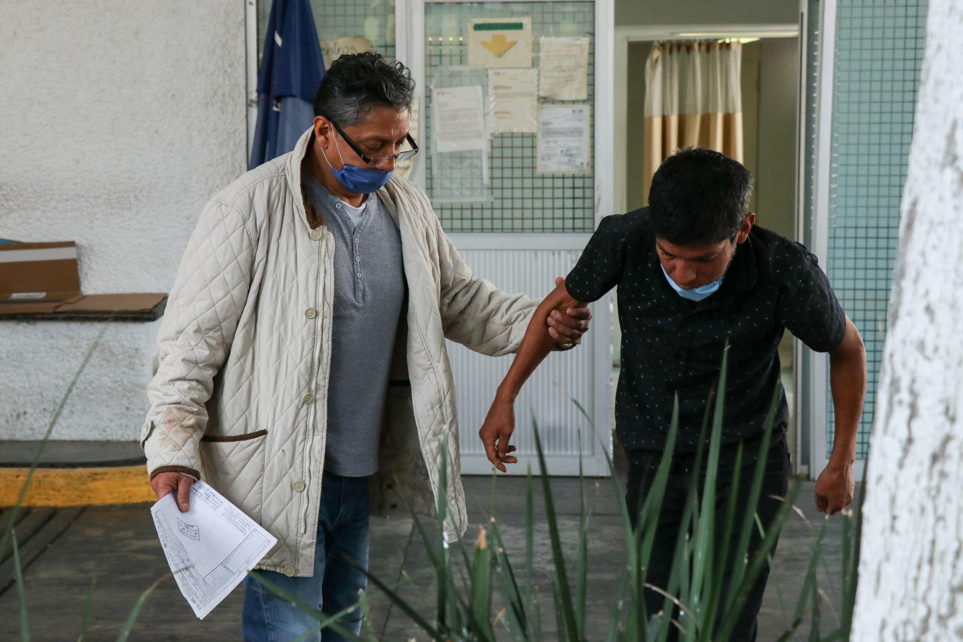 Pacientes con síntomas de Covid-19 continúan arribando al Hospital General Balbuena, en la alcaldía Venustiano Carranza, el cual ha ampliado con 11 camas su capacidad para recibir personas infectadas.