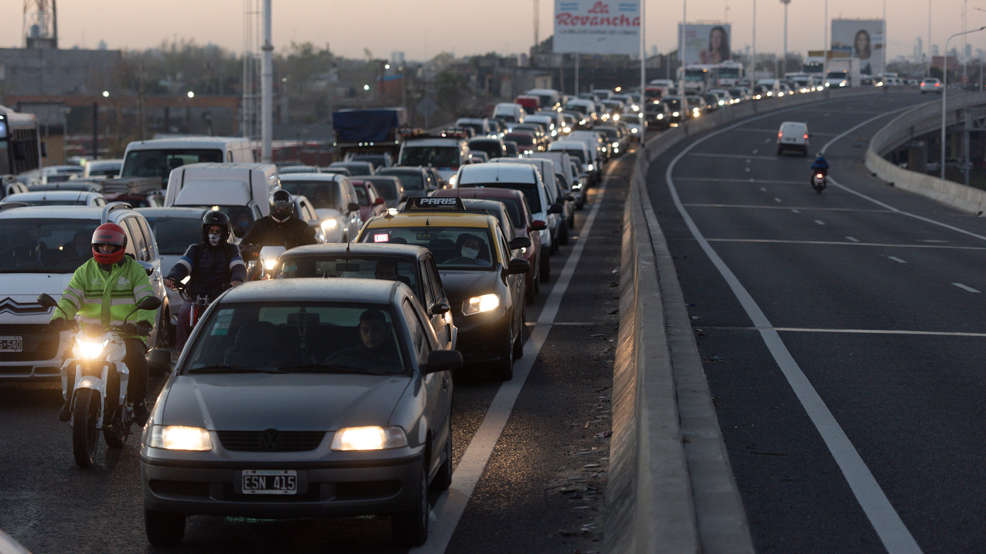 Con la flexibilización paulatina de la cuarentena, los accesos de la ciudad de Buenos Aires comenzaron a congestionarse. Pasar el puente de la Noria, a principios de junio, podía llevar una hora y media.