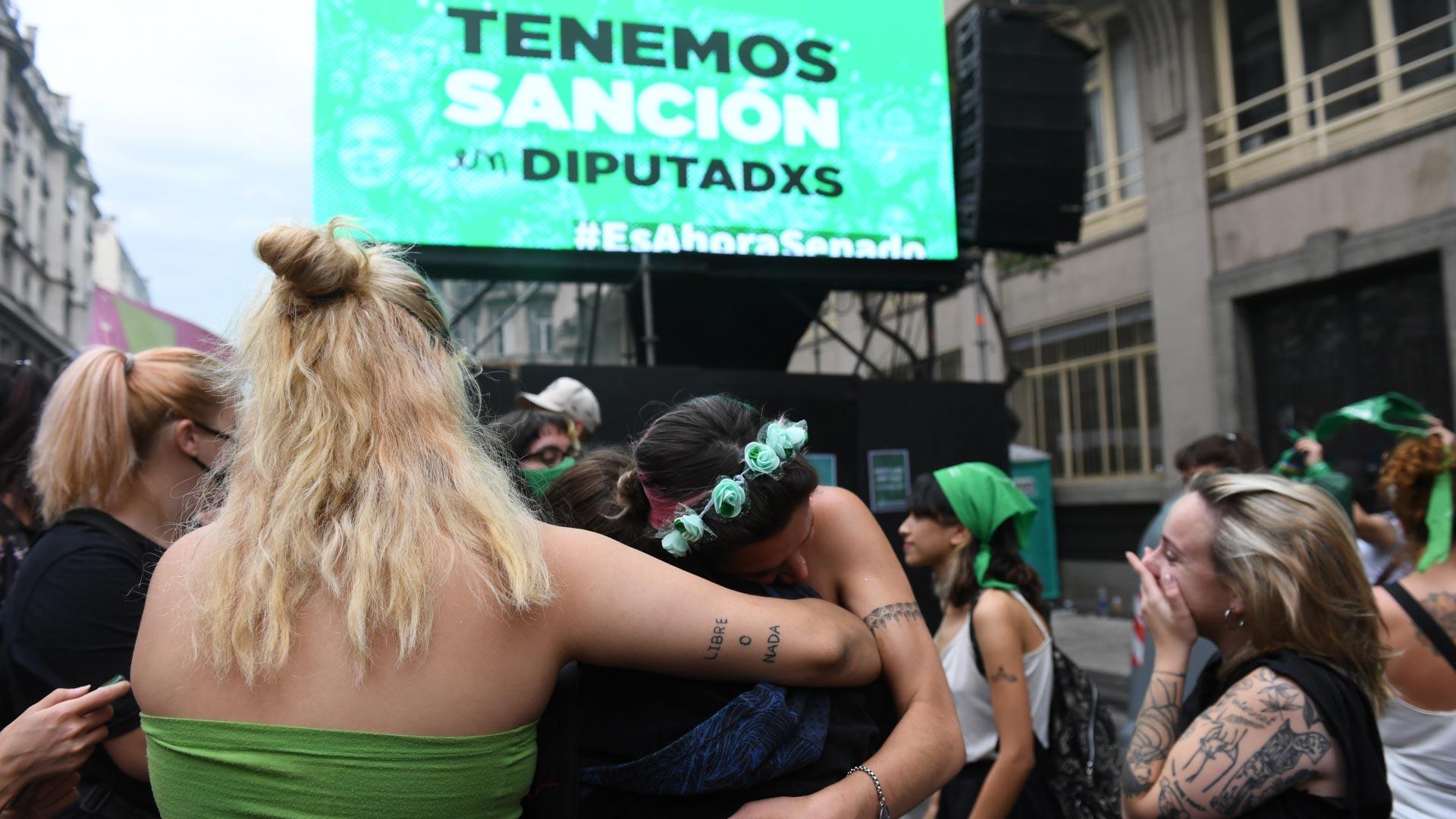 Varias veces el presidente del cuerpo, Sergio Massa, pidió respetar los tiempos acordados: 5 minutos por cada diputado y diputada. Los excesos fueron extendiendo el debate y postergando la hora de votación.