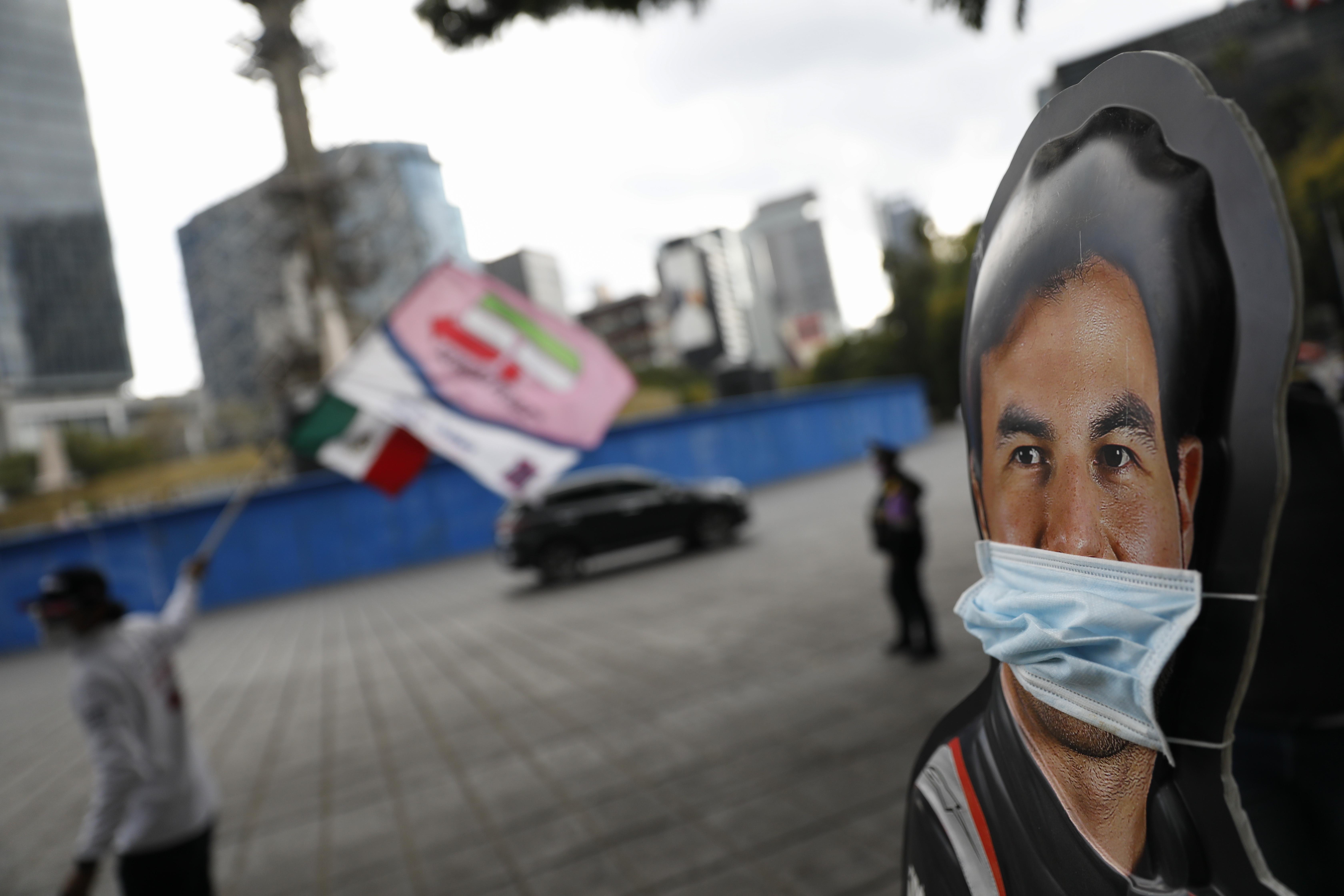Cerca del monumento Ángel de la Independencia en la Ciudad de México, el domingo 6 de diciembre de 2020.