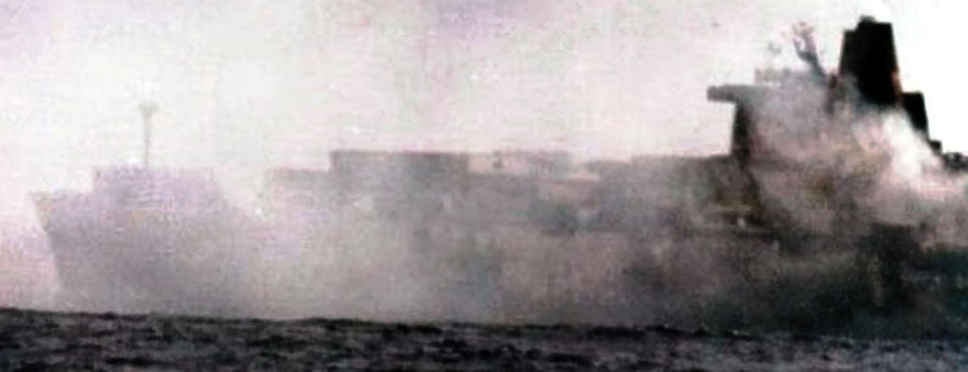 Atlantic Conveyor instantes después del ataque