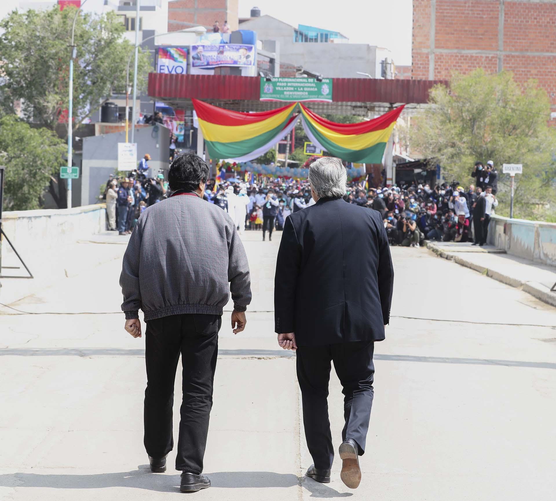 El presidente Alberto Fernández acompañó, junto a una comitiva compuesta por otros funcionarios, acompañó la mañana del 9 de noviembre al ex mandatario boliviano, Evo Morales, en su regreso al país vecino a través del Paso Internacional La Quiaca, en la provincia de Jujuy