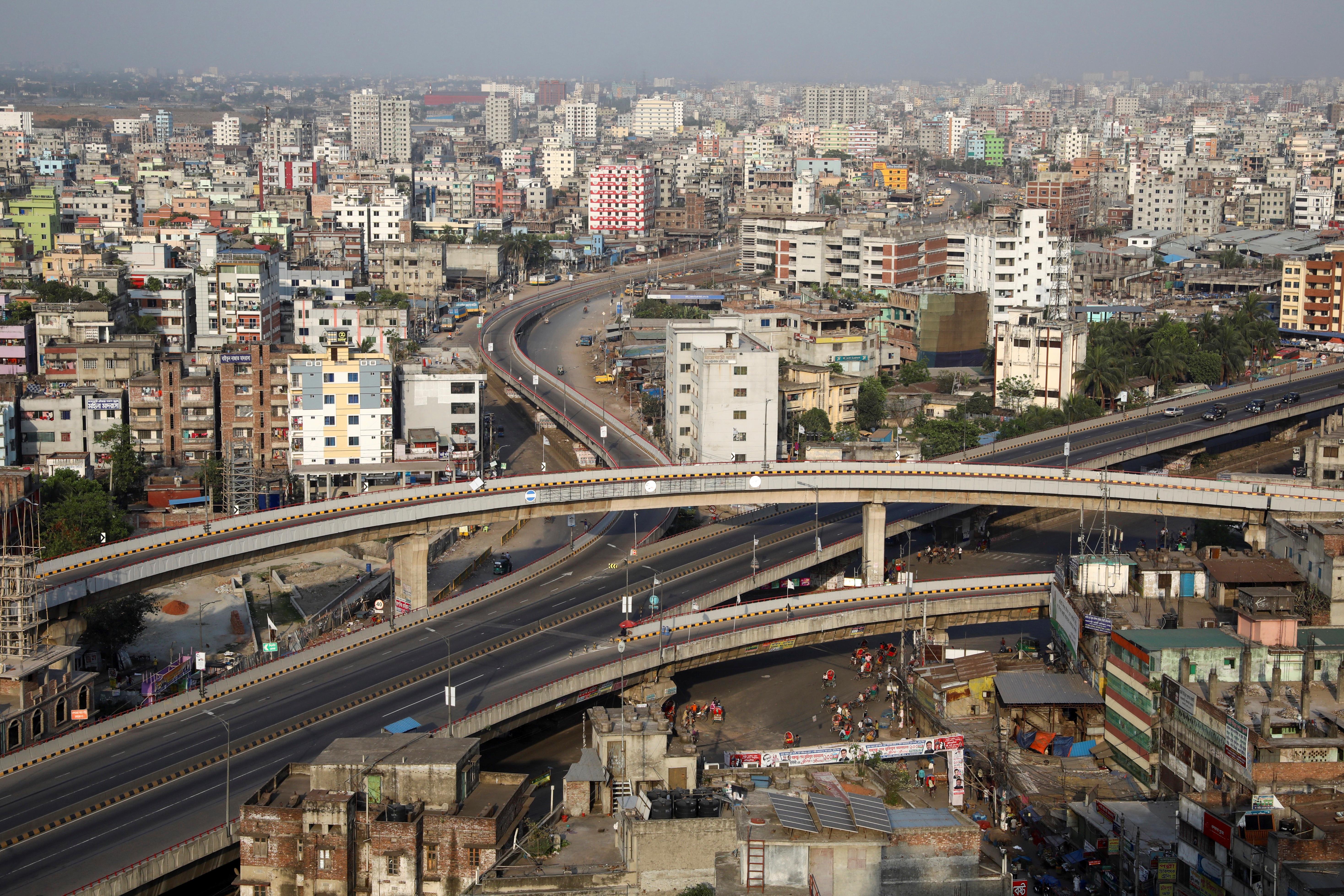 Dhaka, Bangladesh, mientras dura el aislamiento en el país asiático (REUTERS/Mohammad Ponir Hossain)