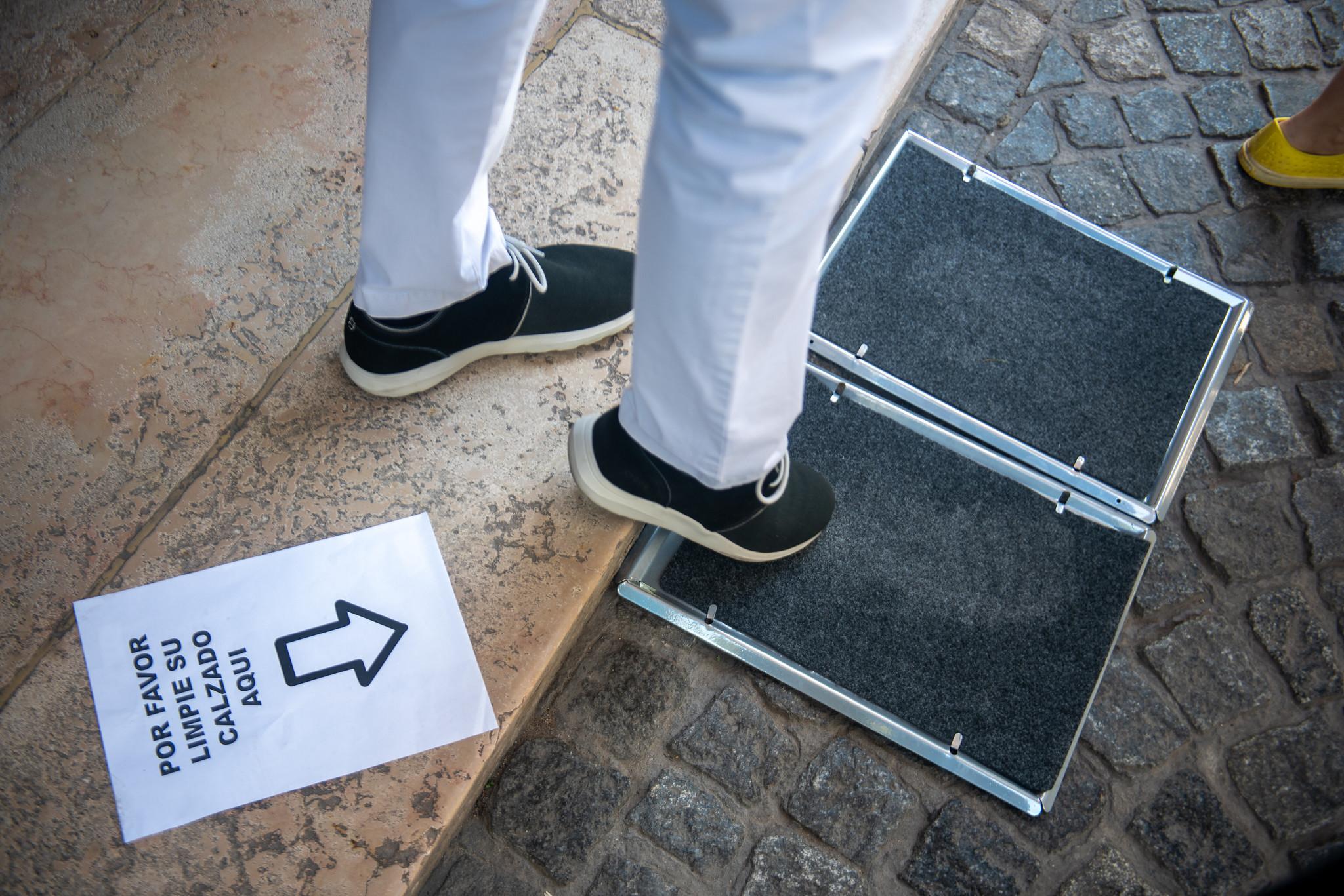 También colocaron una alfombra especial para que los que entran al museo puedan sanitizar su calzado (Ministerio de Cultura)