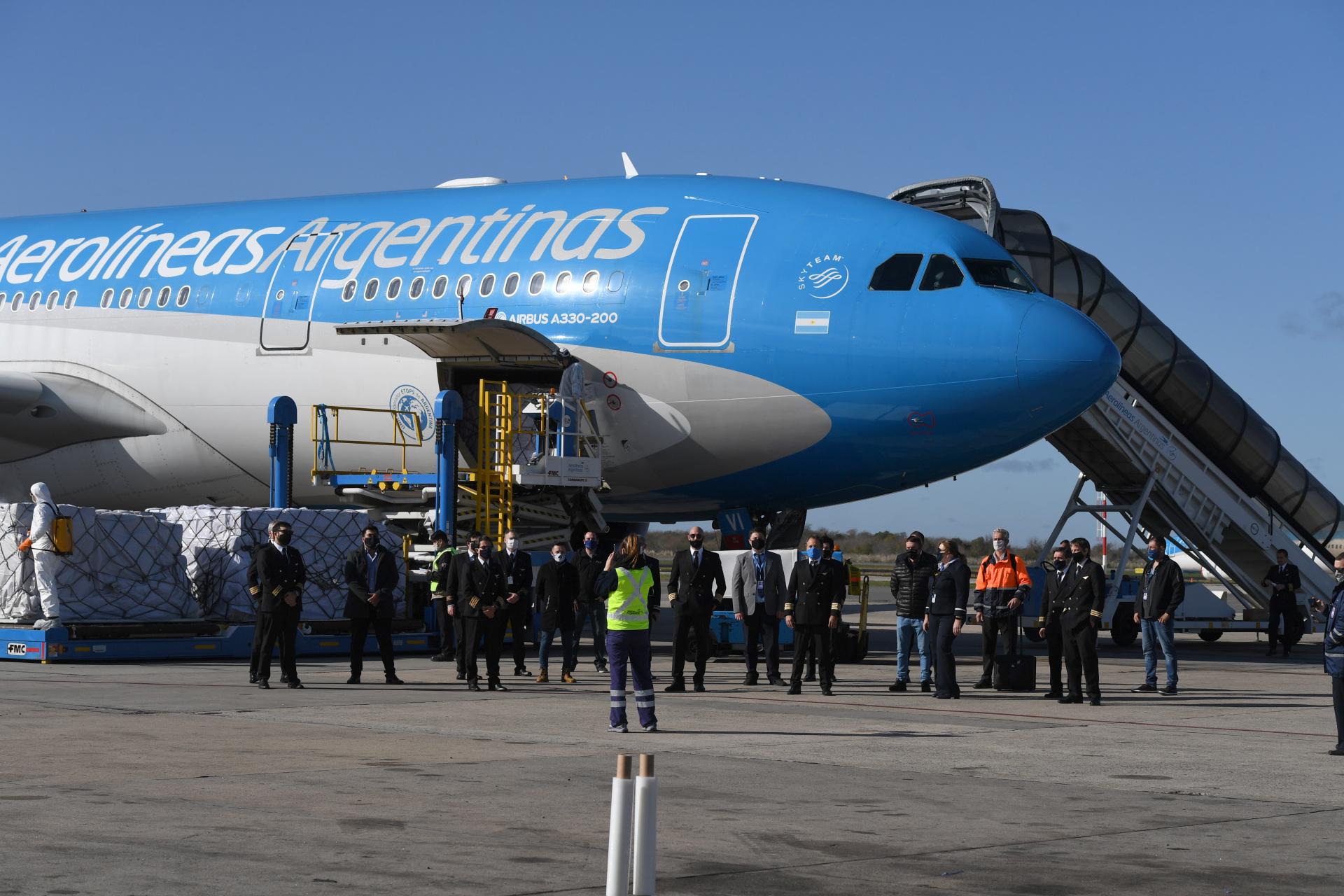 El cargamento llegó en un vuelo especial de Aerolíneas Argentinas en el marco del programa Argentina Nos Necesita, una iniciativa articulada entre el Ministerio de Salud y diversas empresas del sector privado