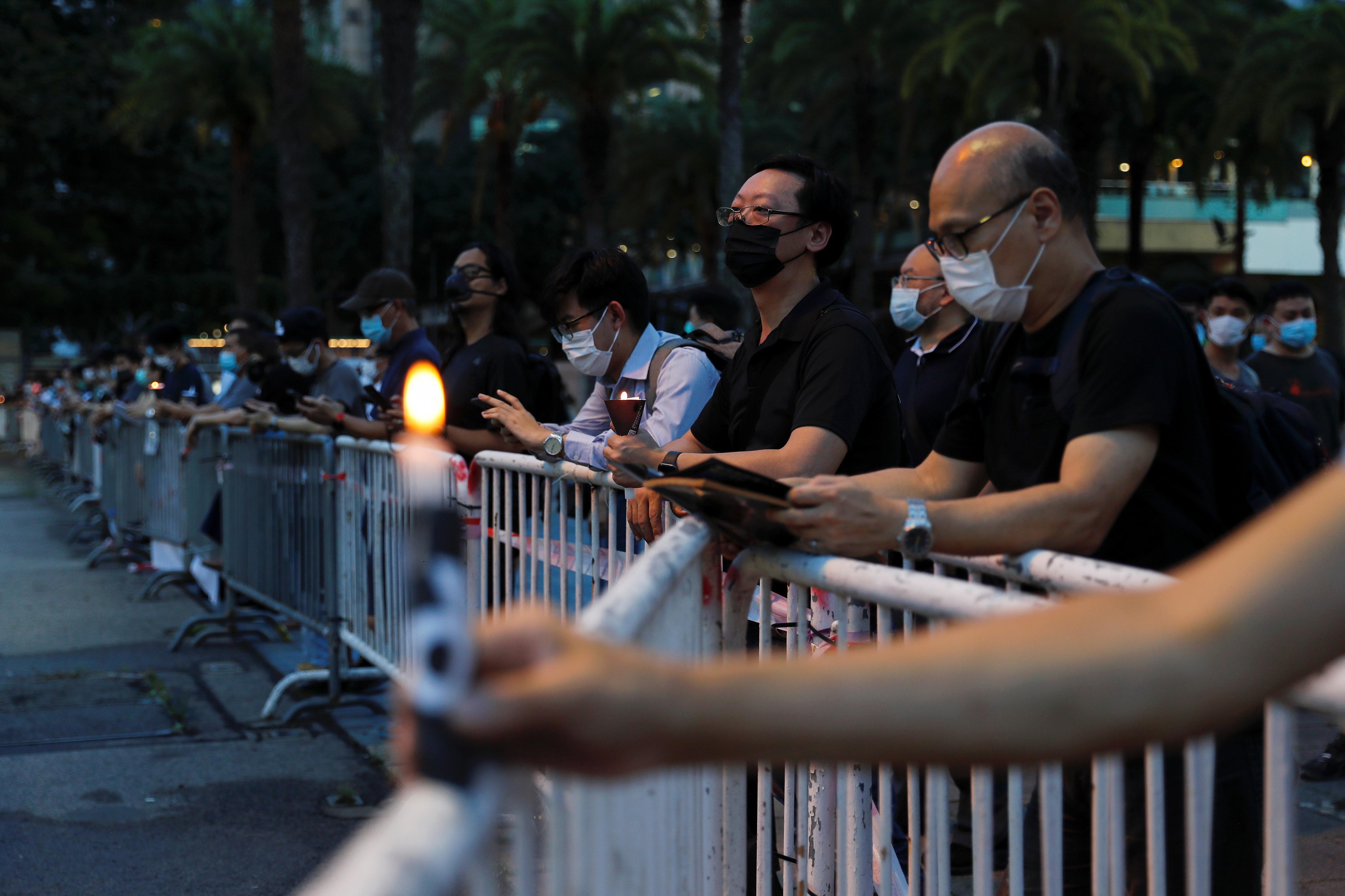 El presidente del Parlamento, Andrew Leung, justificó que se votara pese a saltarse las cinco horas de debate parlamentario que restaban