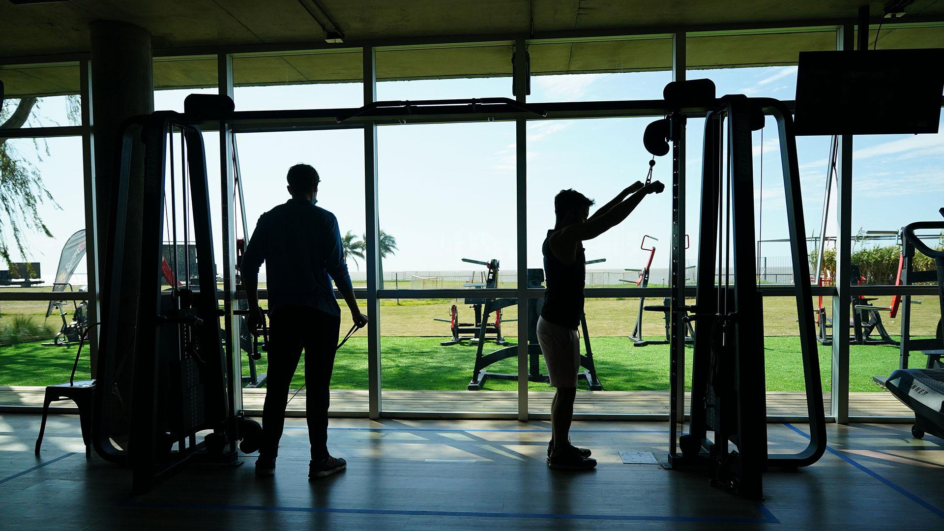 El gimnasio deberá hacer cumplir el diagrama de flujo: ENTRAR-ENTRENAR-SALIR