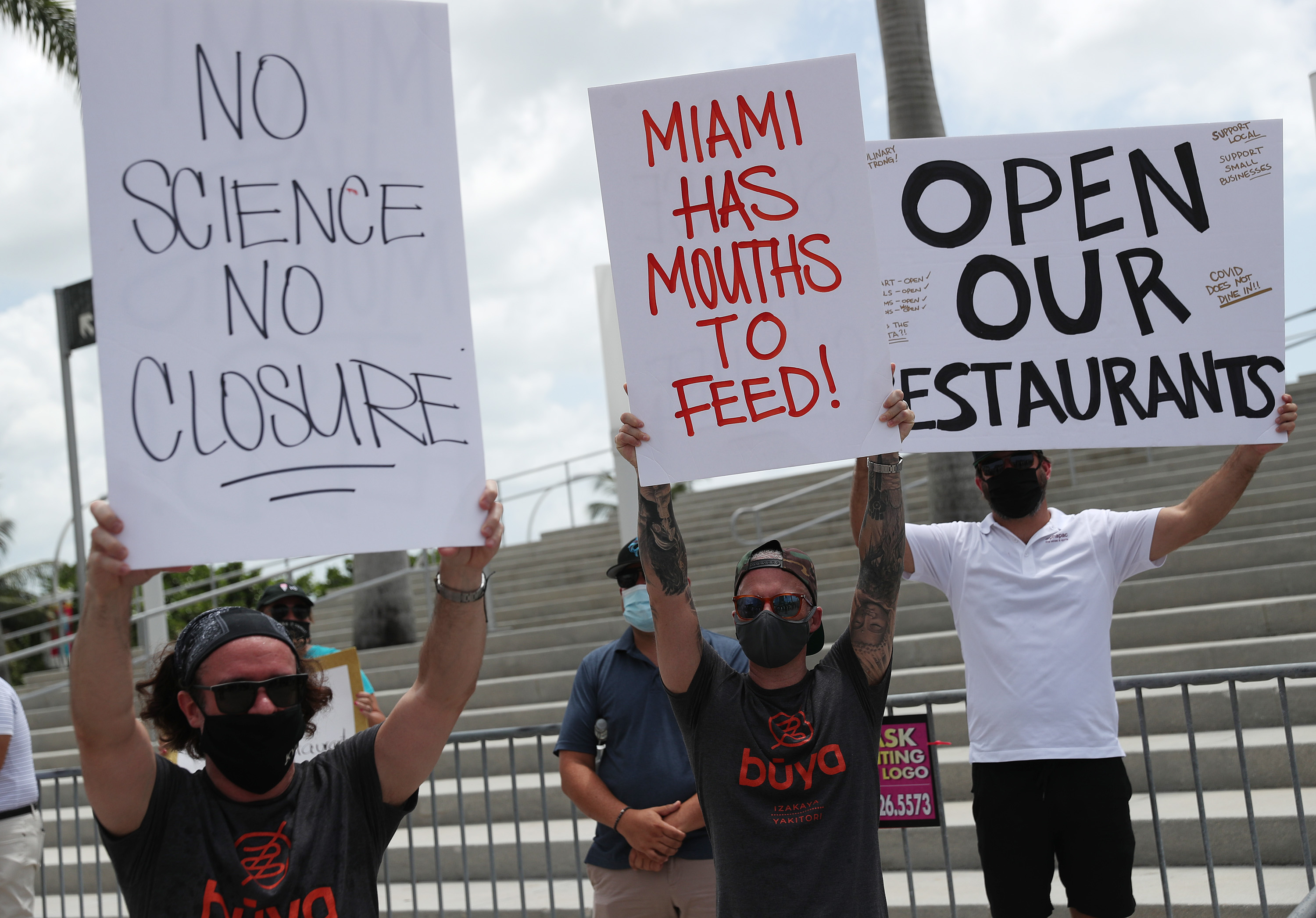 Una protesta de dueños de restaurantes en Miami (Joe Raedle/Getty Images/AFP)