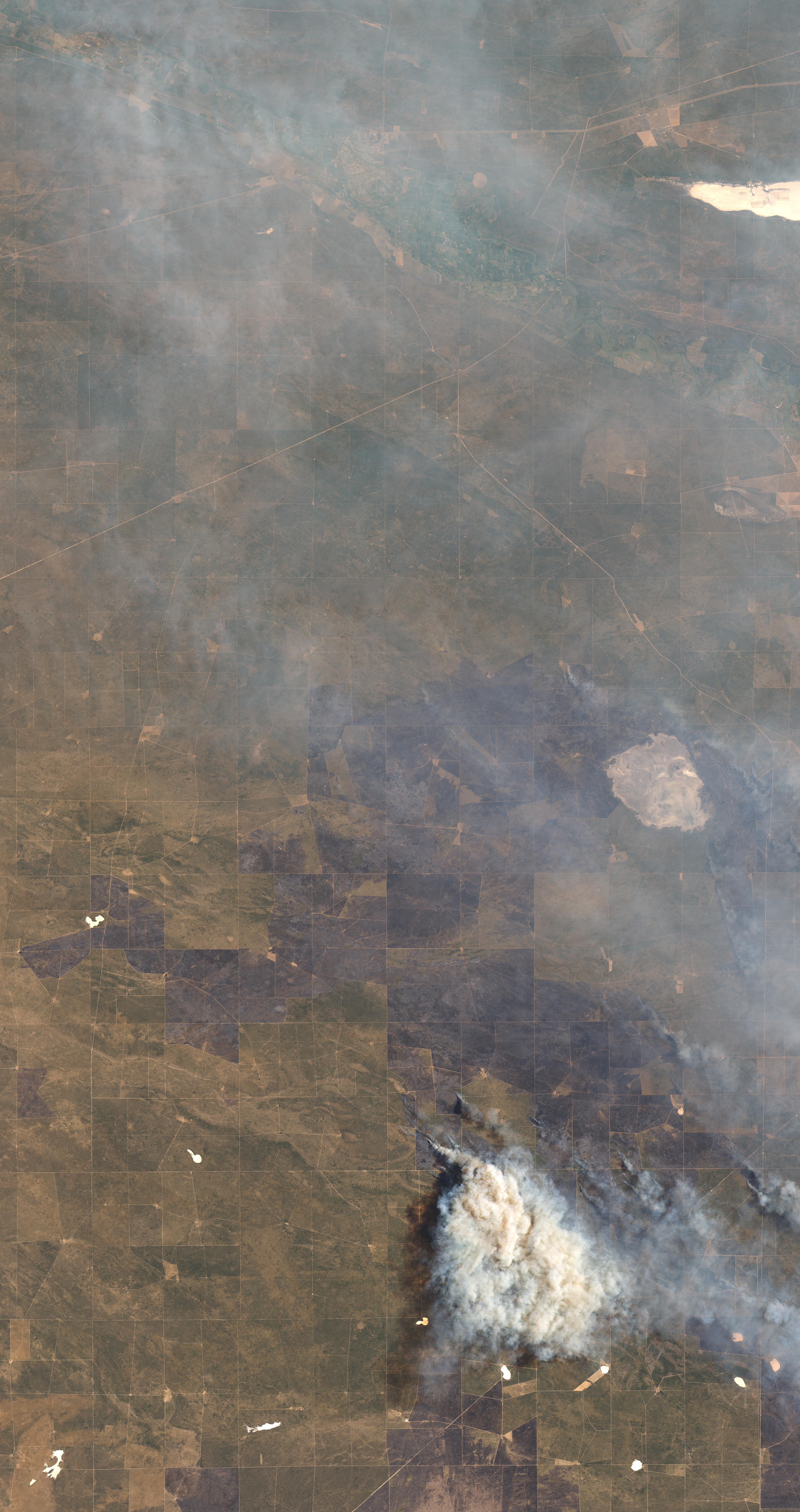 Erupción de incendios forestales en la región pampeana de Argentina