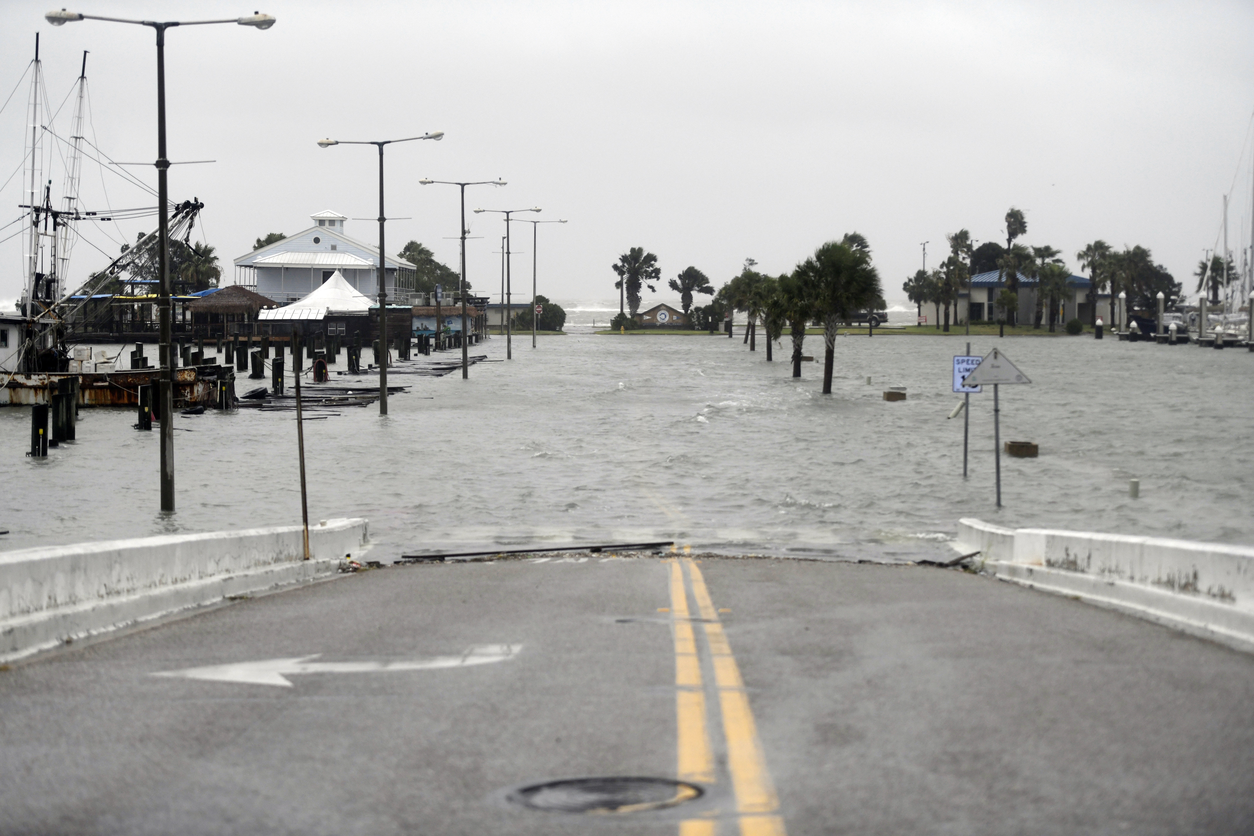 Una calle inundada en Corpus Christi, Texas. (Annie Rice/Corpus Christi Caller-Times via AP)