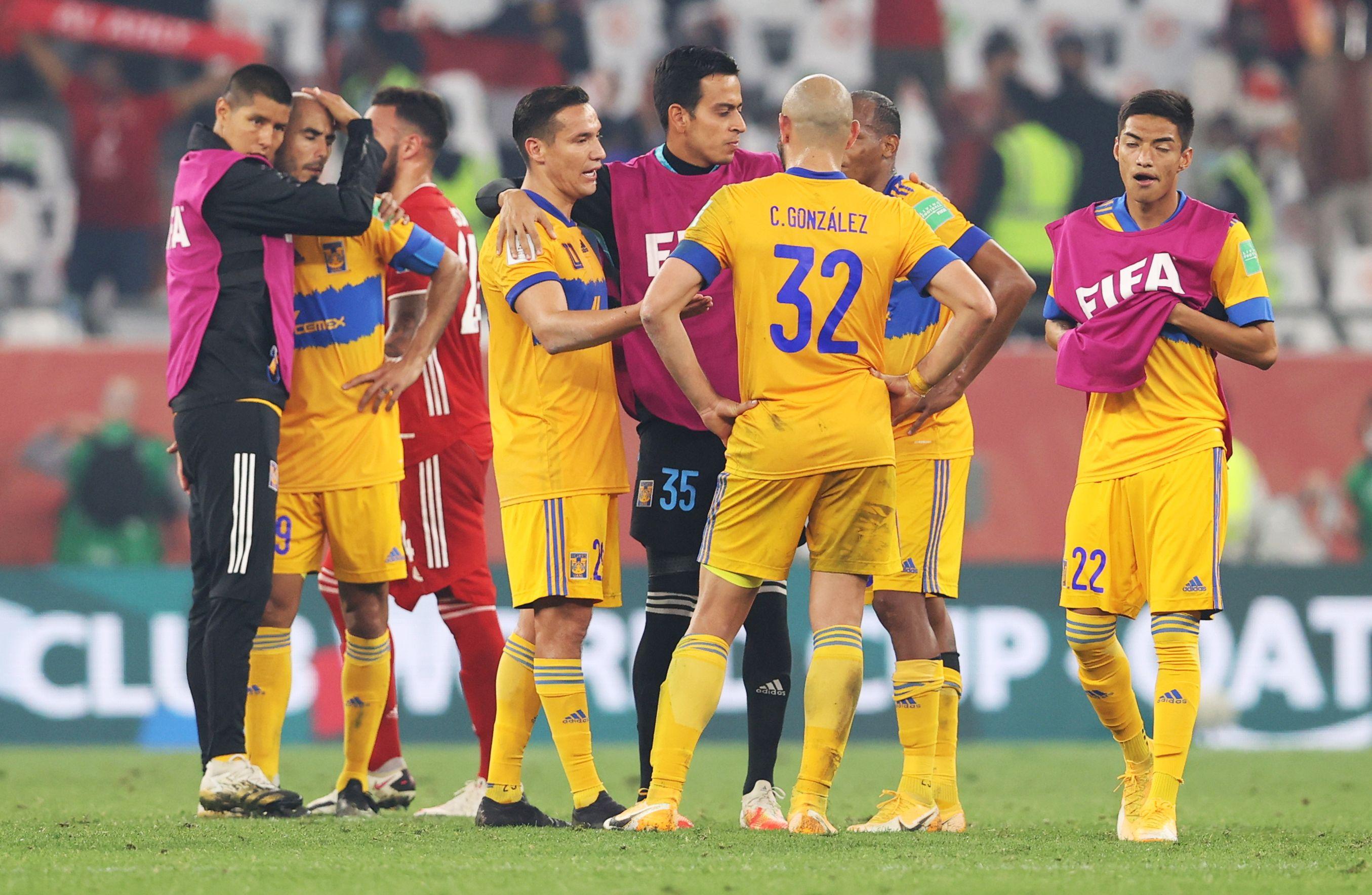 Los jugadores de Tigres después del juego.