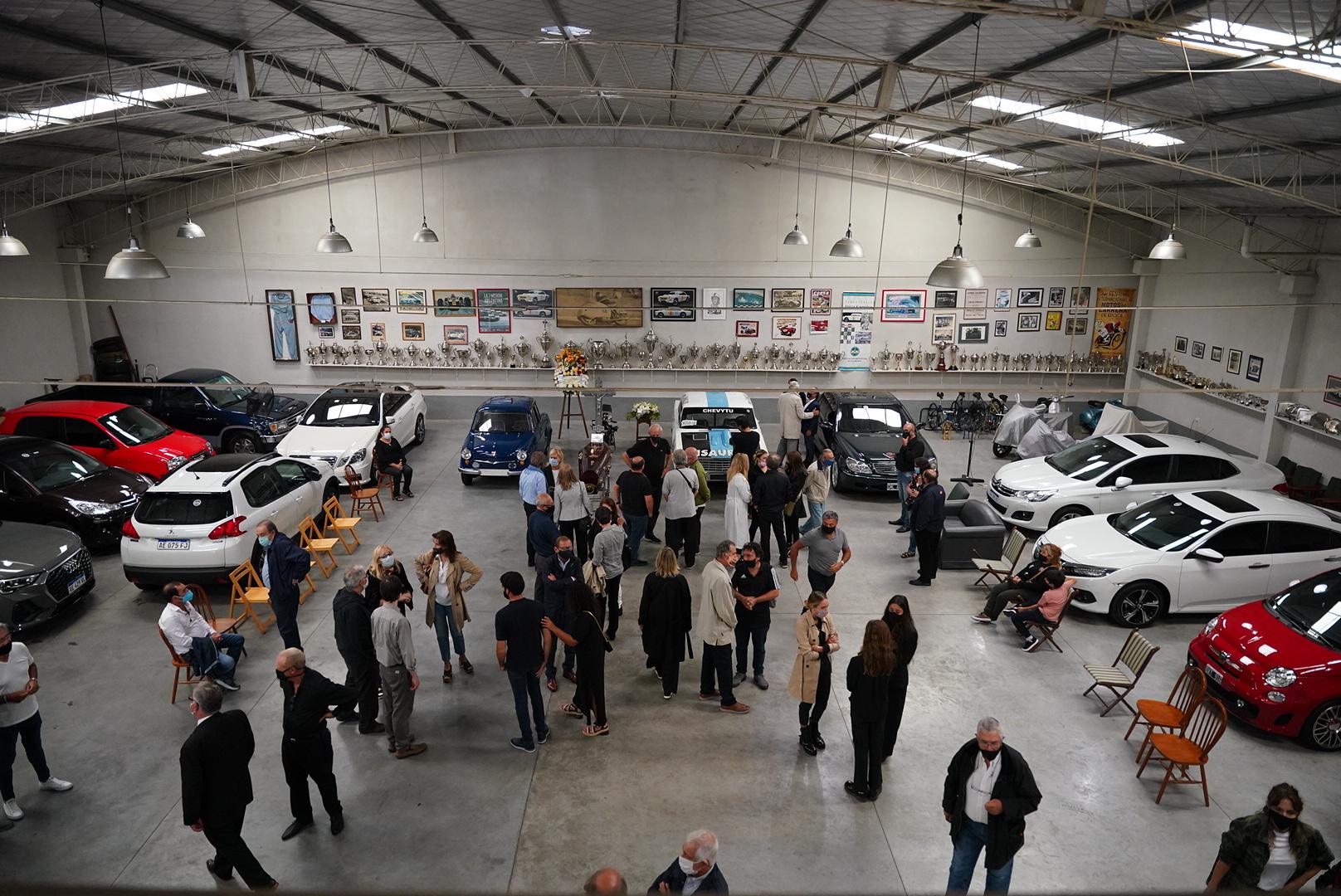 Cupeiro transcendió en el automovilismo donde su padrino deportivo fue otra gloria del automovilismo argentino, José Froilán González. Pepe lo vio y le confió un auto de Mecánica Argentina F1 que era un chasis Maserati 4CLT al que le había colocado un Chevrolet 6.