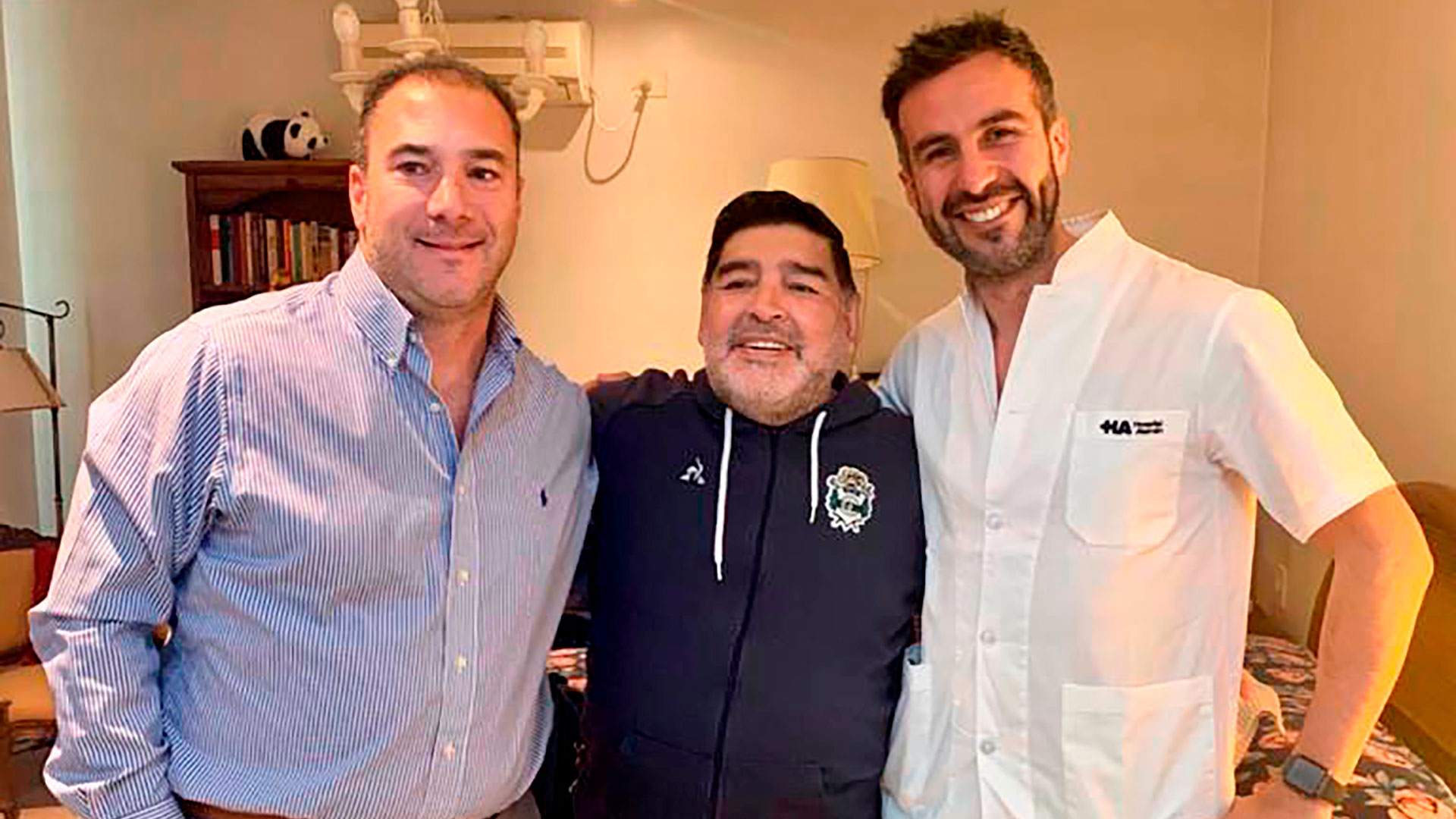 """El crudo diagnóstico del médico de Maradona: """"Diego está limpio de cocaína,  pero tiene momentos de excesos de alcohol"""" - Infobae"""