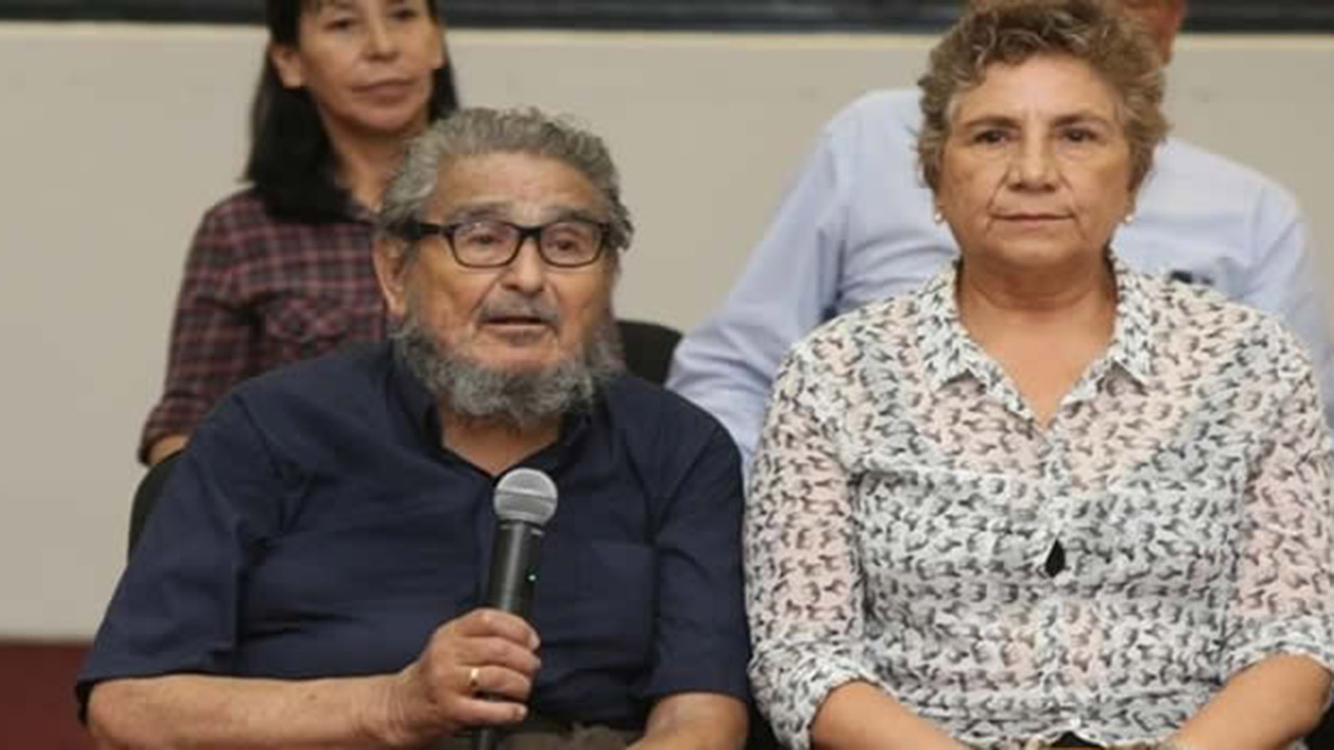 """Esposa de Abimael Guzmán tras muerte de líder terrorista: """"No quieren que  quede un gramo de su cuerpo"""" - Infobae"""