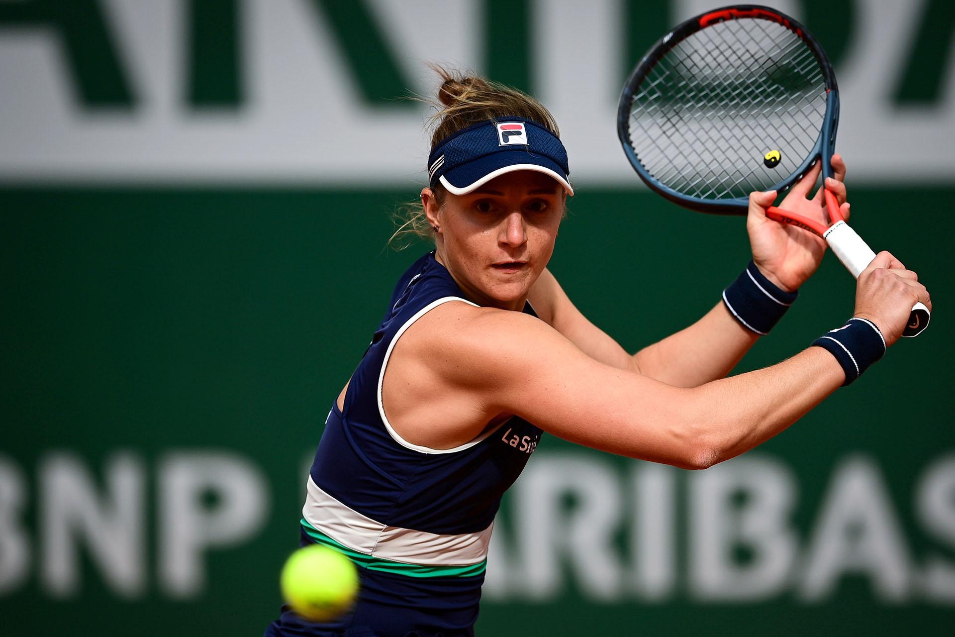 Nadia Podoroska se convirtió en la quinta argentina en alcanzar las semis de Roland Garros en la era abierta (Photo by MARTIN BUREAU / AFP)