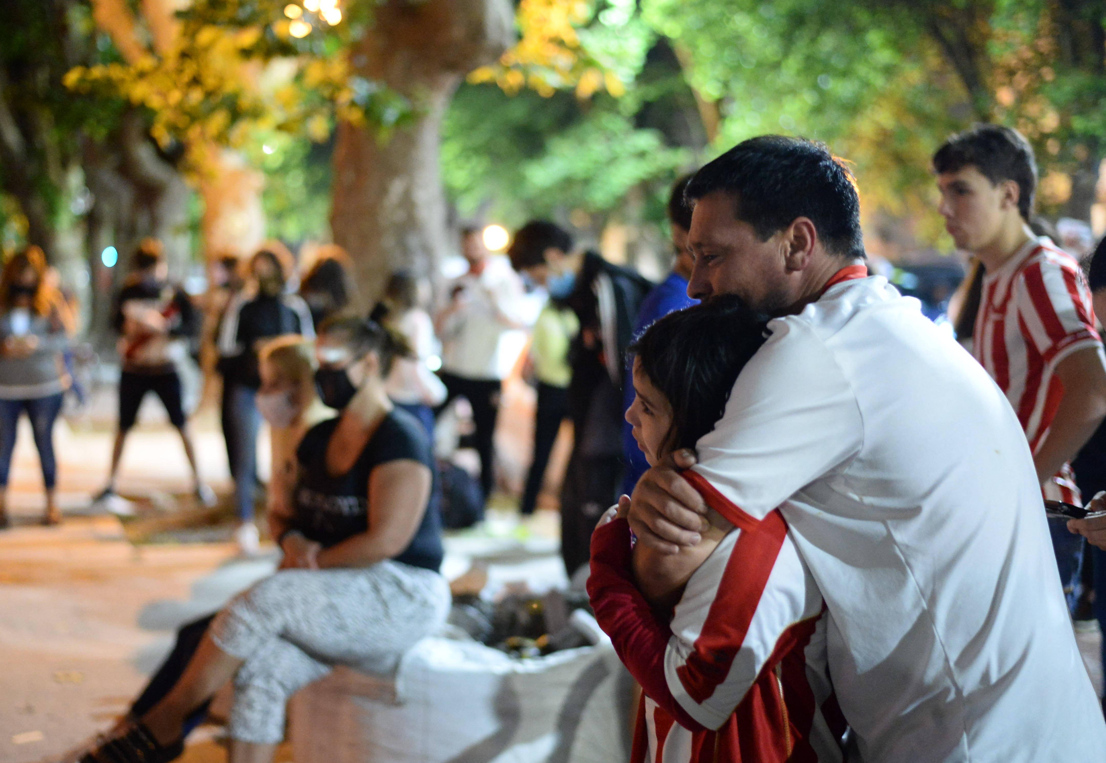 Finalmente, después de una leve mejoría, Sabella perdió la vida tras luchar en su internación que empezó el pasado 25 de noviembre, el día del adiós a Diego Armando Maradona
