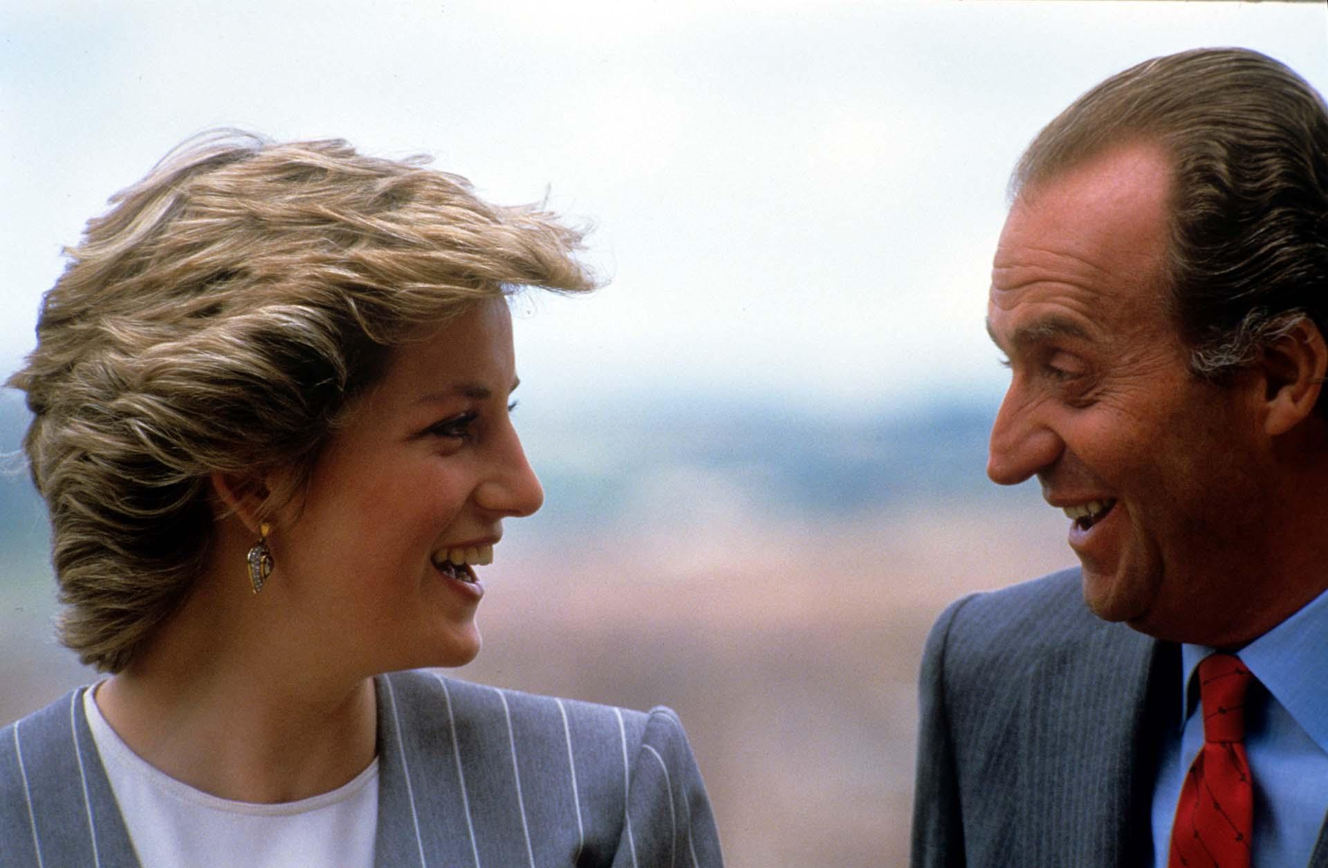 Lady Di junto al rey Juan carlos en españa, en 1987 (Shutterstock)